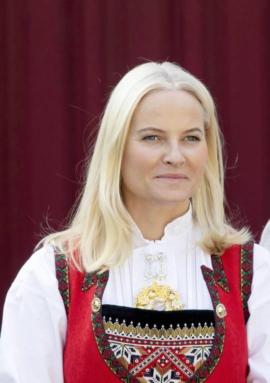 Kronprinzessin Mette-Marit und Schriftsteller Geir Gulliksen veröffentlichen ein Sammelwerk mit norwegischer Literatur.  © imago images / PPE