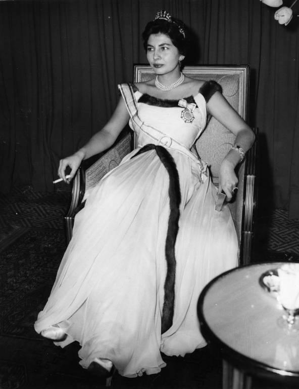 Auch von Kaiserin Soraya gibt es unzählige Fotos mit Zigarette in der Hand. ©Imago