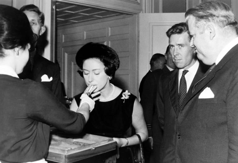 Prinzessin Margaret stand offen zu ihrem Laster. Sie rauchte, wo es ihr passte.  ©imago images / United Archives International