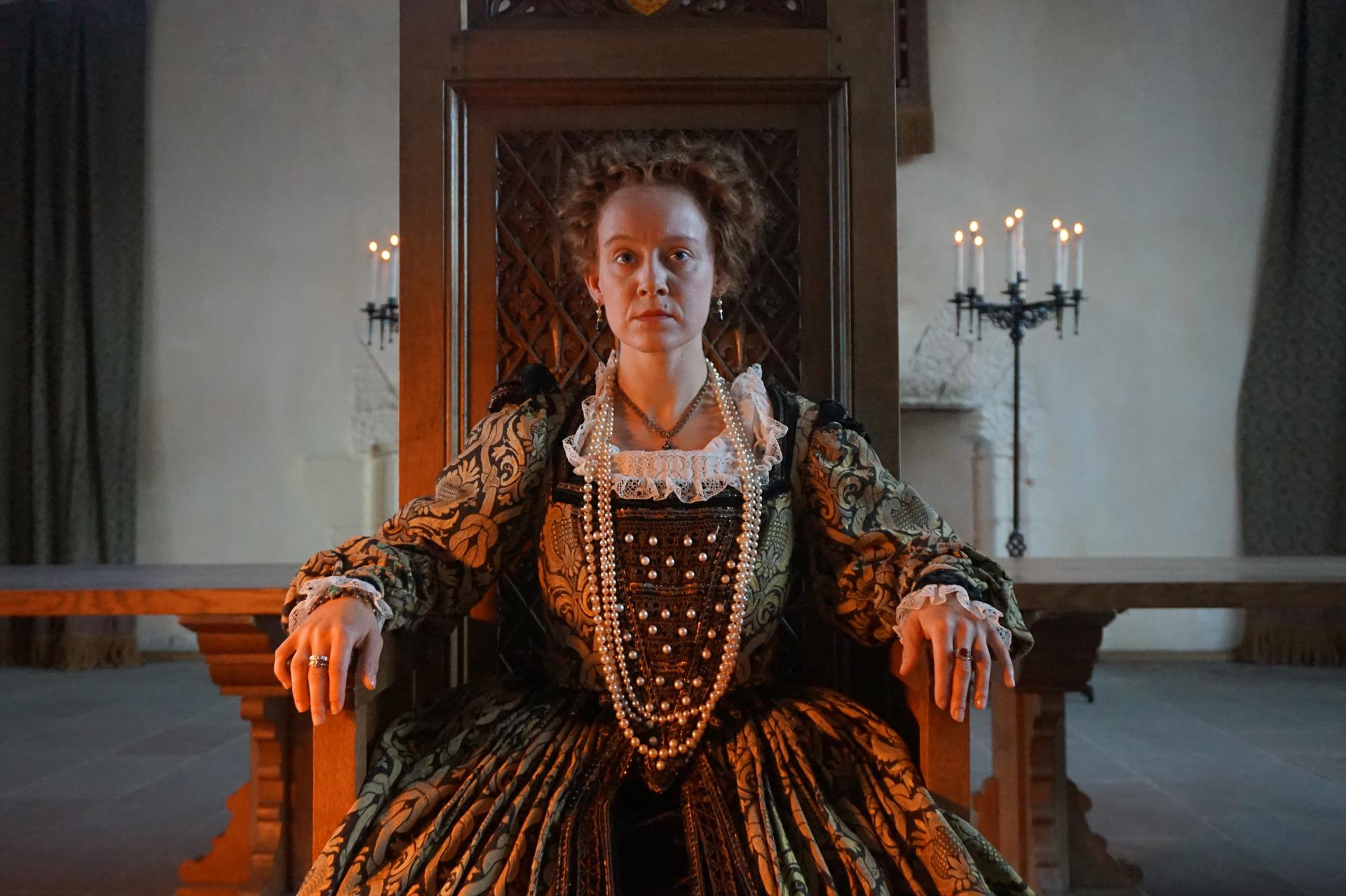 Die Clans bestimmen über das Schicksal der jungen schottischen Königin Mary Stewart. Sie ist gefangen in einem Netz aus Verschwörungen, Gegenverschwörungen und blutigen Machtkämpfen.  © ZDF/BBC Studios