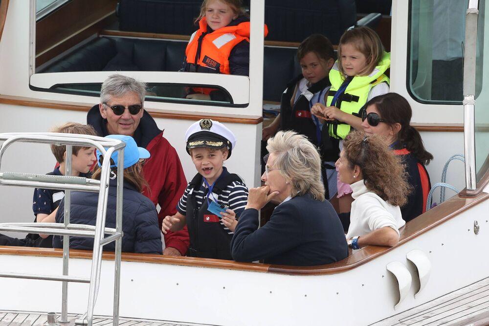 Prinz George verbrachte seinen Geburtstag auf der Karibik-Insel Mustique. Garantiert war er dort mit seiner Familie auch Bootsfahren.  © imago images / i Images