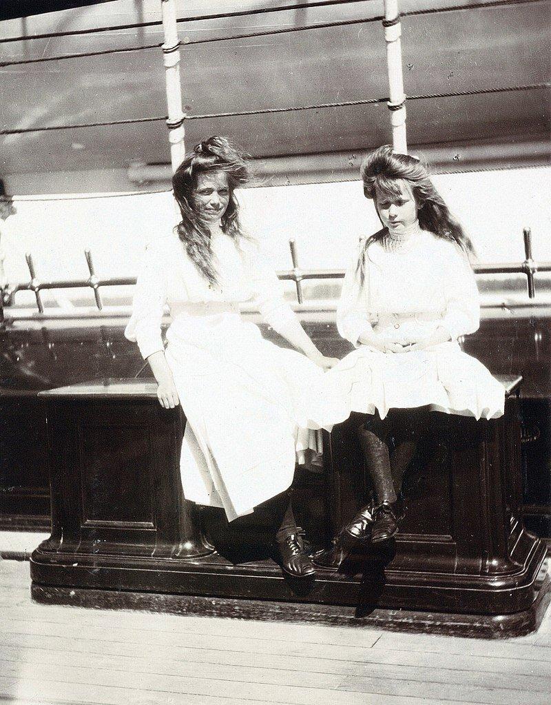 Anastasia und ihre zwei Jahre ältere Schwester Mari