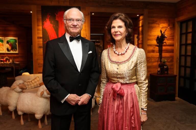 Auch Königin Silvia hat mindestens eine Tracht im Schrank. ©Imago