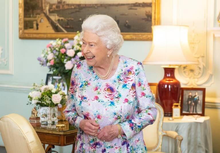 Queen Elizabeth zeigt sich nur selten von ihrer privaten Seite. Dass sie nun der Veröffentlichung eines Buches zugestimmt hat, zeigt wie sehr sie Angela Kelly vertraut.  © imago images / i Images
