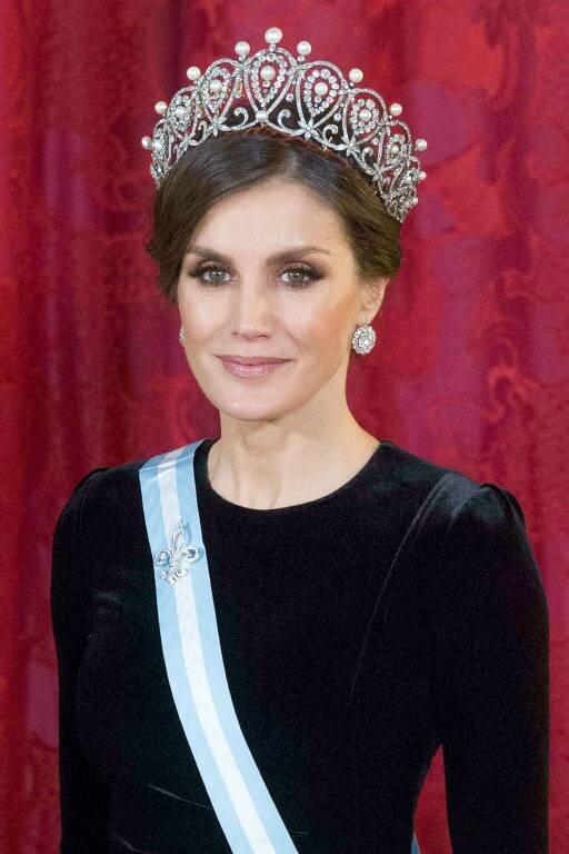 Königin Letizia hat eigentlich grün-braune Augen. Doch durch einen Trick betont sie den grünen Anteil ihrer Augenfarbe.  © imago images / APress