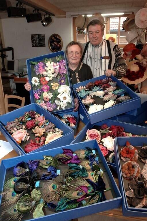 Seit fast 50 Jahren leiten Heide und Gerald Steyer die Kunstblumenmanufaktur Steyer in Wallorda.  © imago images / Petra Schneider