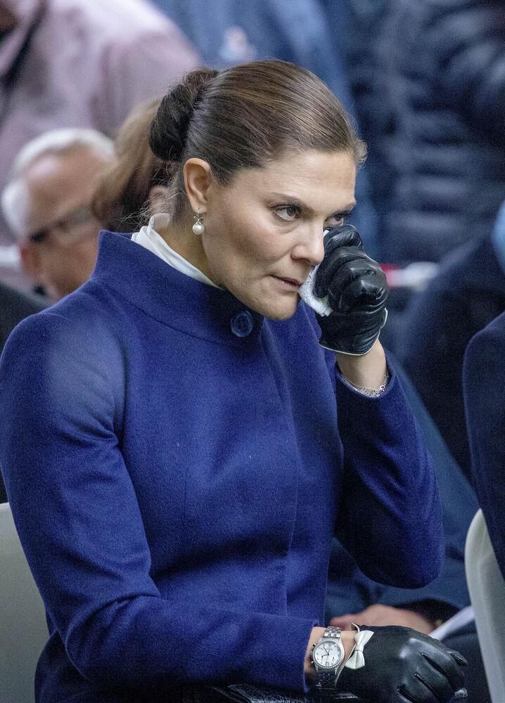 Kronprinzessin Victoria lässt ihren Tränen freien Lauf.  © imago images / PPE