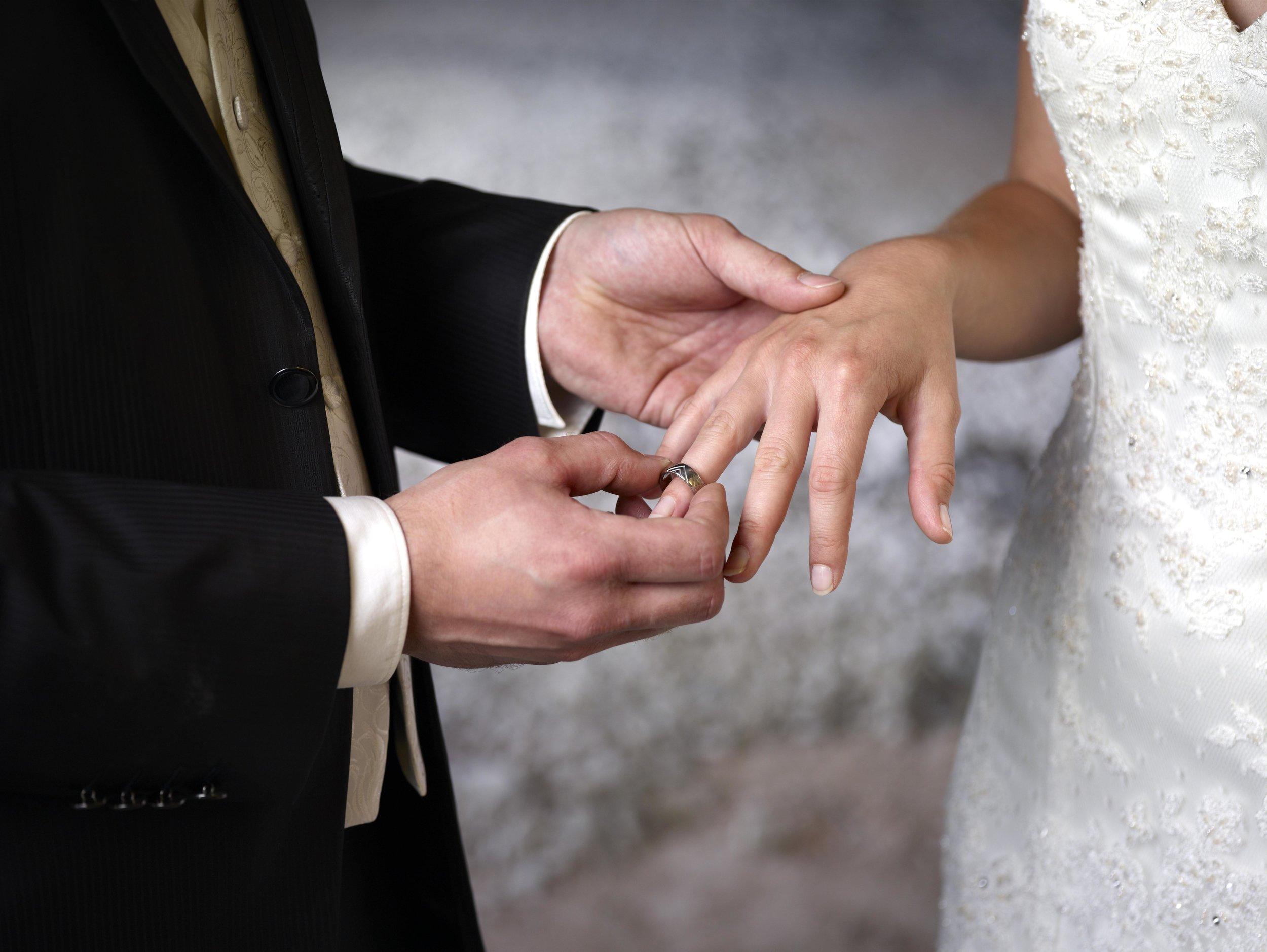 Er hat sich getraut! Prinz Hussain Aga Khan hat zum zweiten Mal geheiratet (Symbolfoto).  © picture alliance/imageBROKER