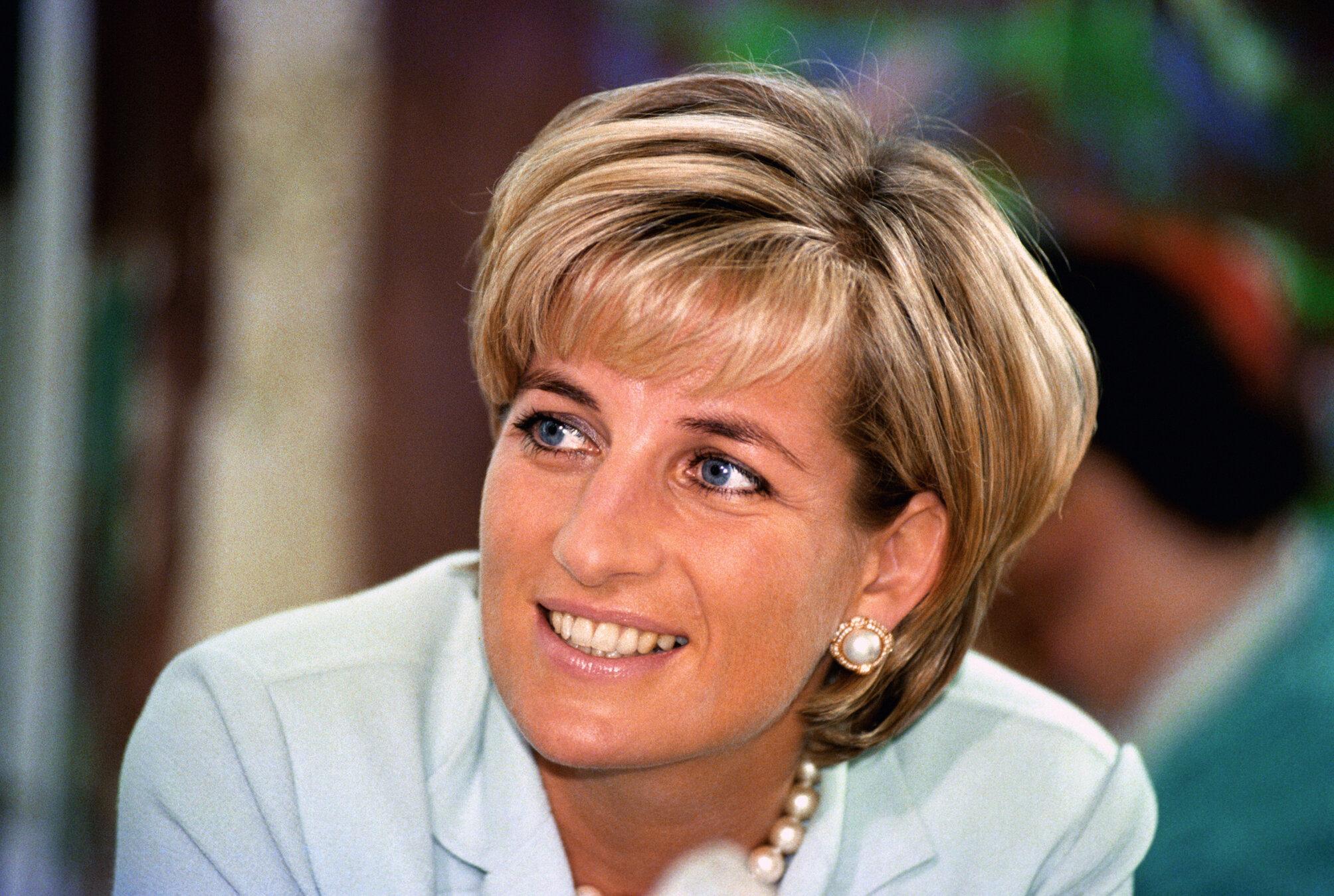Nach der Trennung von Prinz Charles versuchten viele Männer, bei Prinzessin Diana zu landen.  © picture alliance / empics