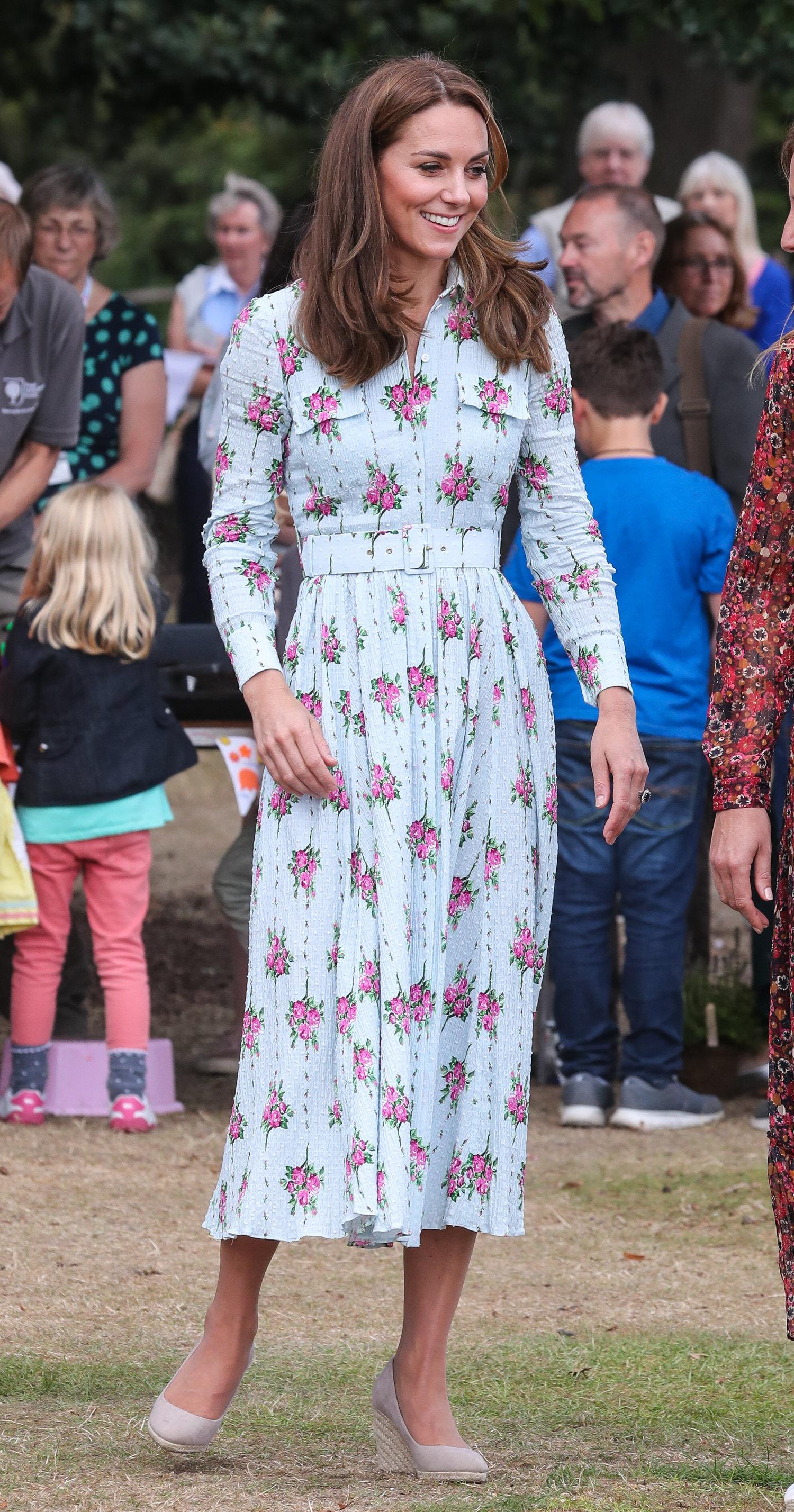 10. September 2019  Herzogin Kate eröffnet einen Naturgarten in Wisley. Für diesen Termin wählte die Brünette ein charmantes Blumenkleid von  Emilia Wickstead.   ©picture alliance