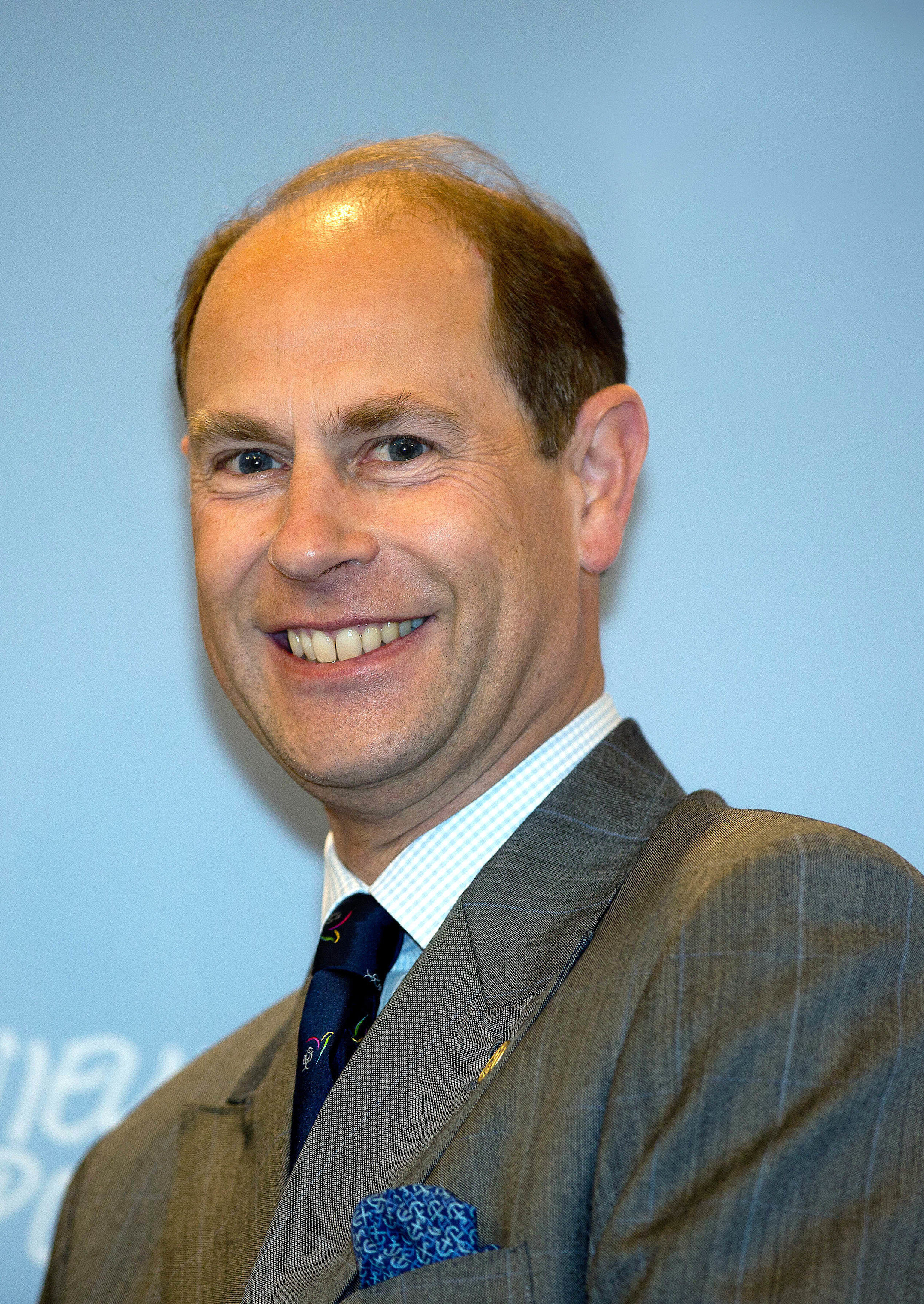 Prinz Edward amüsierte die Twittergemeinde mit seinen Fähigkeiten als Hausmann.  © dpa