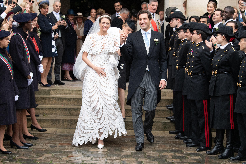 Prinz Jean-Christophe, Prinz Napoléon hat seine Verlobte Olympia Von Arco-Zinneberg strahlen vor Glück! Das Paar hat im Invalidendom von Paris geheiratet. Nach der Zeremonie wurde im Fontainebleau Palace gefeiert.  © picture alliance / abaca