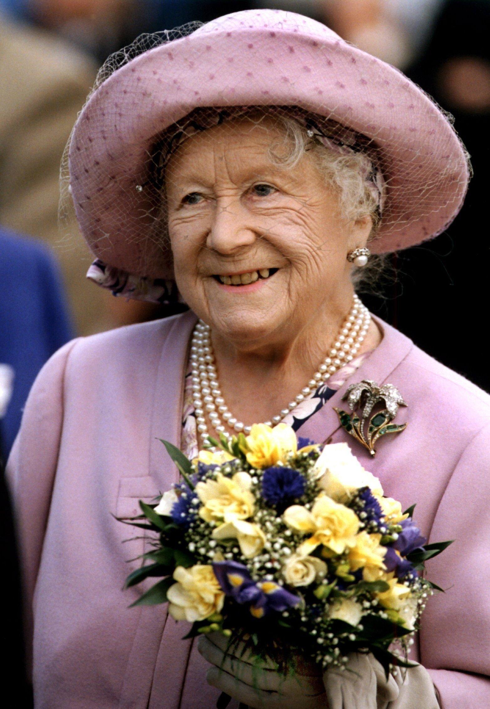 Queen Mum - schon zu Lebzeiten eine Legende. 101 Jahre wurde sie alt , 16 Jahre saß sie auf dem britischen Thron. Lange war sie das beliebteste Mitglied der Royal Family. ZDF-History erzählt, warum die Briten sie so liebten und wie groß ihre Macht im Buckingham Palace war.  © ZDF/cheskin