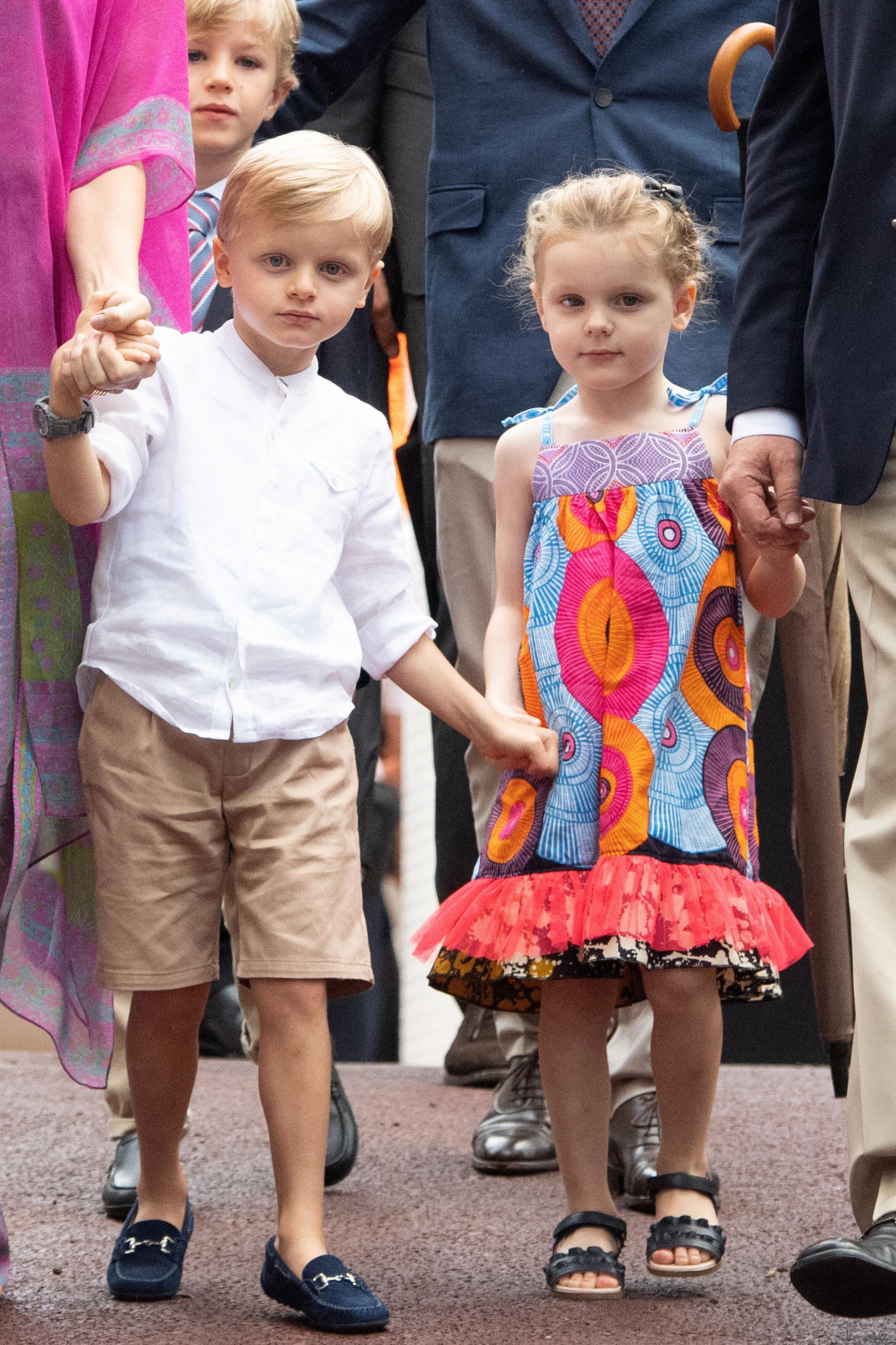"""Fürstin Charlène über Prinz Jacques und Prinzessin Gabriella: """"Wir schützen sie sehr, wir sind uns bewusst, dass ihre unmittelbare Umgebung nicht die natürlichste ist, um aufzuwachsen. Aber glauben Sie mir, ich bin erstaunt, wie sie sich an alle Situationen anpassen.""""  © picture alliance / abaca"""