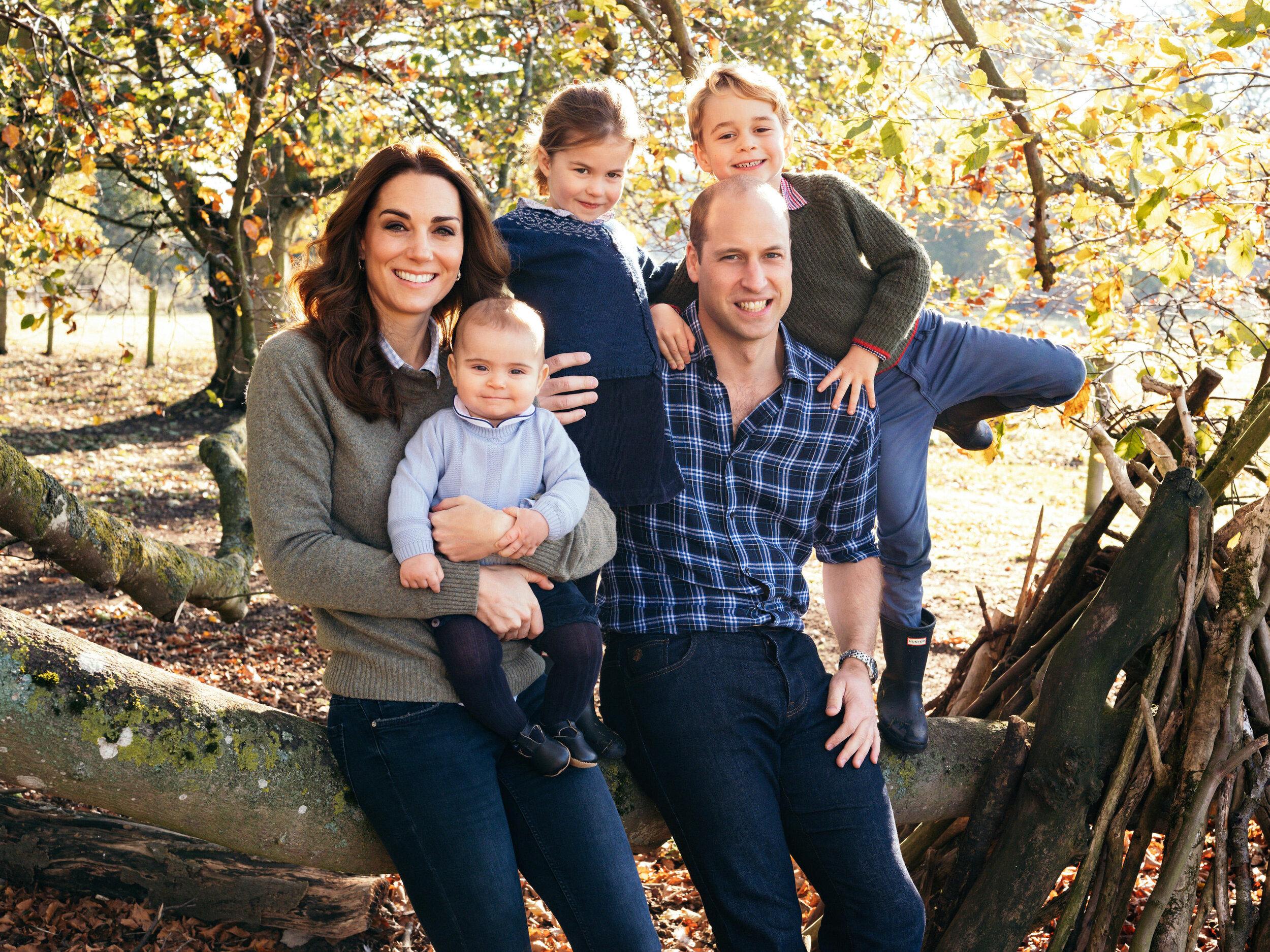 Herzogin Kate und Prinz William haben ihren Kindern die Liebe zum Sport vermittelt. Neben Schwimmen steht auch Fußball hoch im Kurs.  © picture alliance / Photoshot