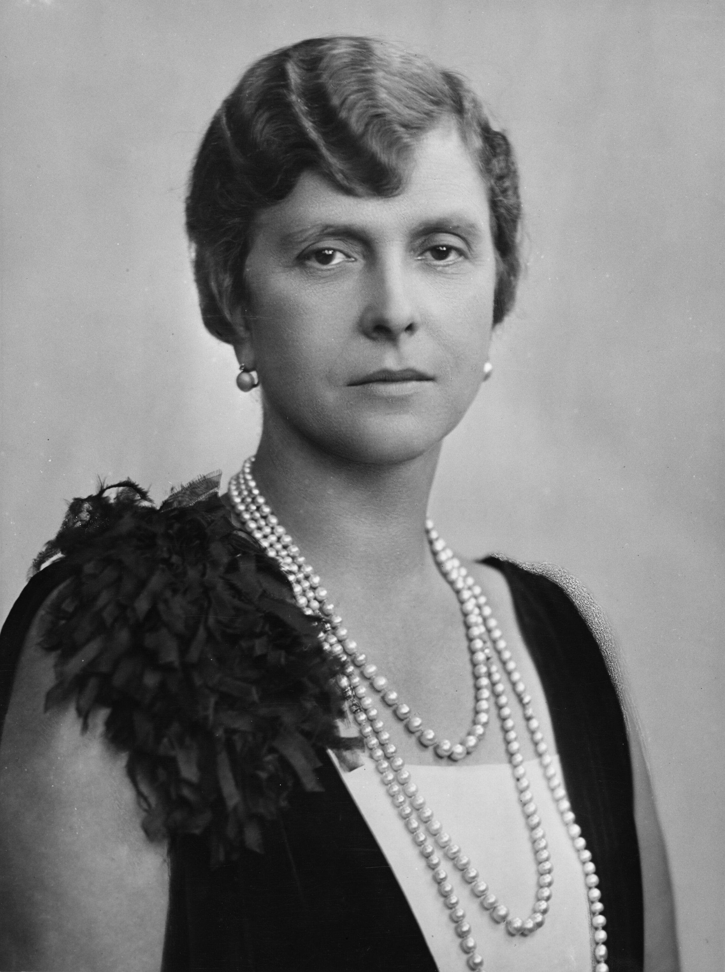 """Prinzessin Alice von Battenberg war die Mutter von Prinz Philip. Sie nannte ihn liebevoll """"Bubbikins"""". © picture alliance/Mary Evans Picture Library"""