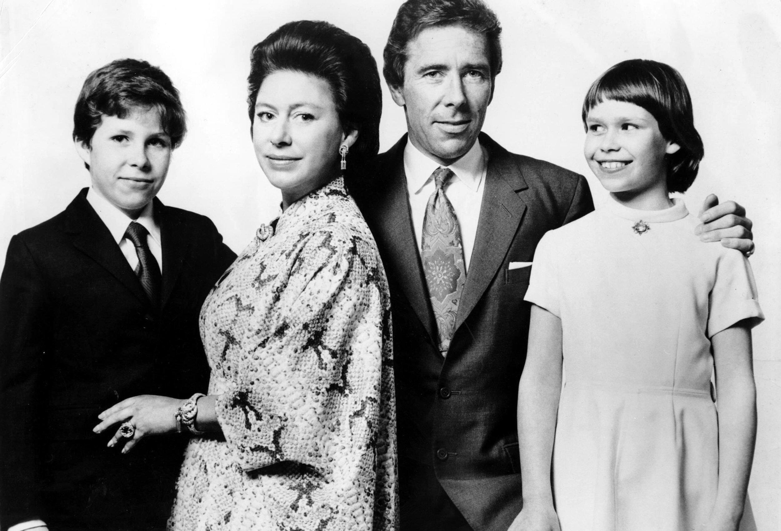 1974: Prinzessin Margaret und ihr damaliger Ehemann Lord Snowdon mit den Kindern David und Sarah. Vier Jahre später ließ sich das Paar scheiden. © picture alliance/ZUMA Press