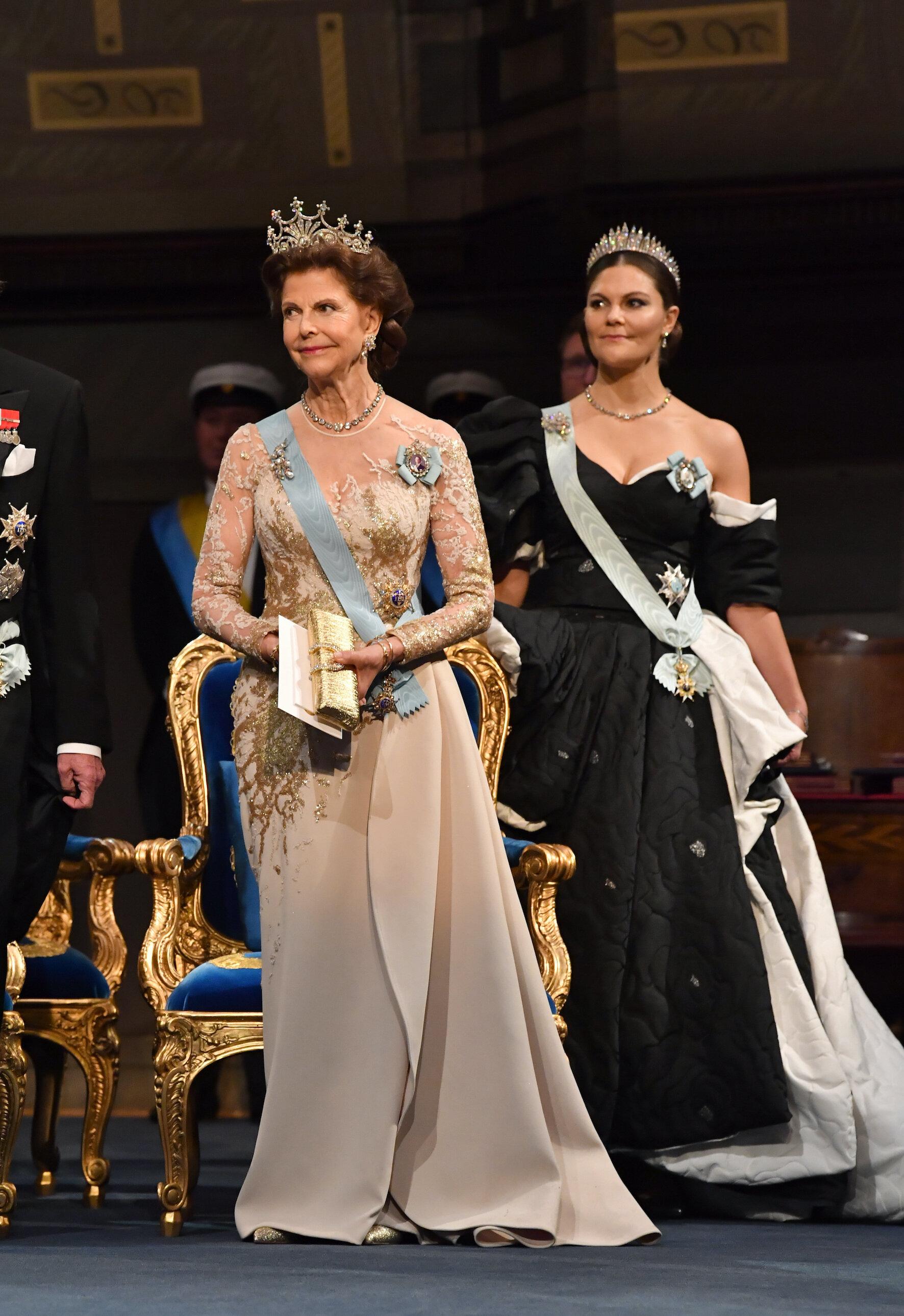 Königin Silvia holte für die Nobelpreis-Verleihung wieder ihr Kleid von Elie Saab aus dem Schrank.  © picture alliance/TT NEWS AGENCY