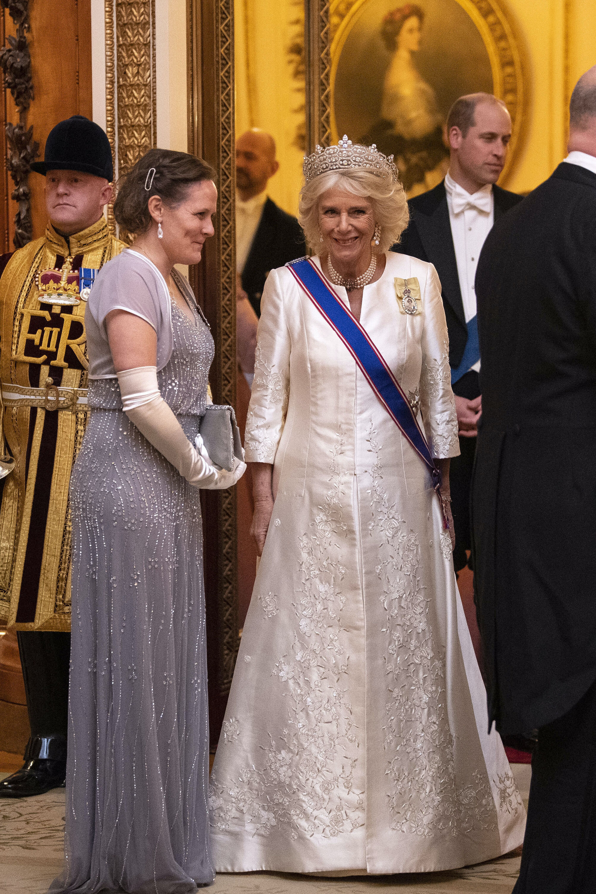 Herzogin Camilla trug die Greville Tiara, die einst für Dame Margaret Greville angefertigt wurde. Sie vererbte ihren gesamten Schmuck an Queen Mum.  © picture alliance / empics