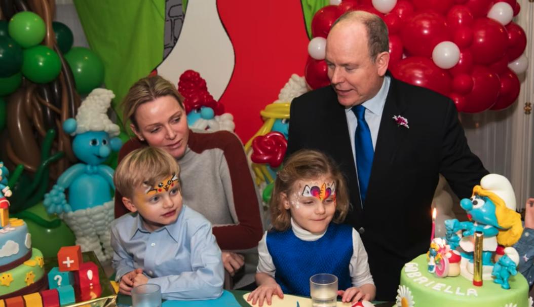 Familienglück: Fürstin Charlène und Fürst Albert feiern mit Jacques und Gabriella Geburtstag.  © Eric Mathon / Palais Princier
