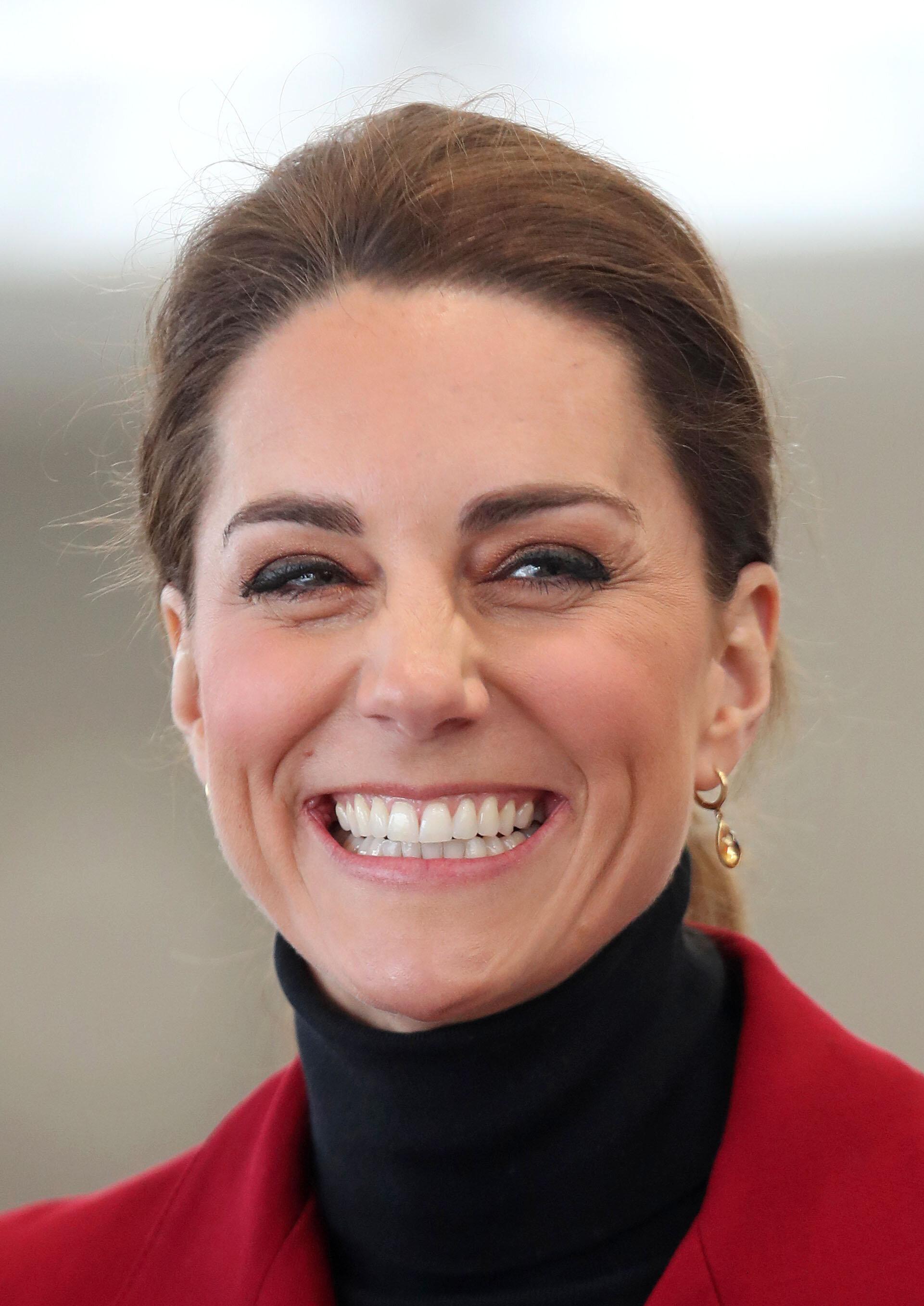 Herzogin Kate versuchte sich in jungen Jahren als Kellnerin – und versagte.  © picture alliance / empics
