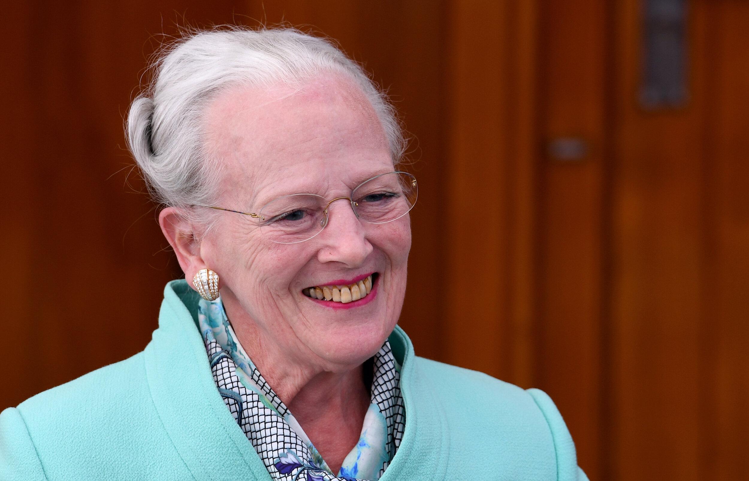 """Königin Margrethe von Dänemark wird in wenigen Monaten 80 Jahre alt. An Abdanken denkt die rüstige Monarchin nicht. """"Ich bleibe auf dem Thron, bis ich runterfalle"""", sagte sie einmal.  © picture alliance/Carsten Rehder/dpa"""