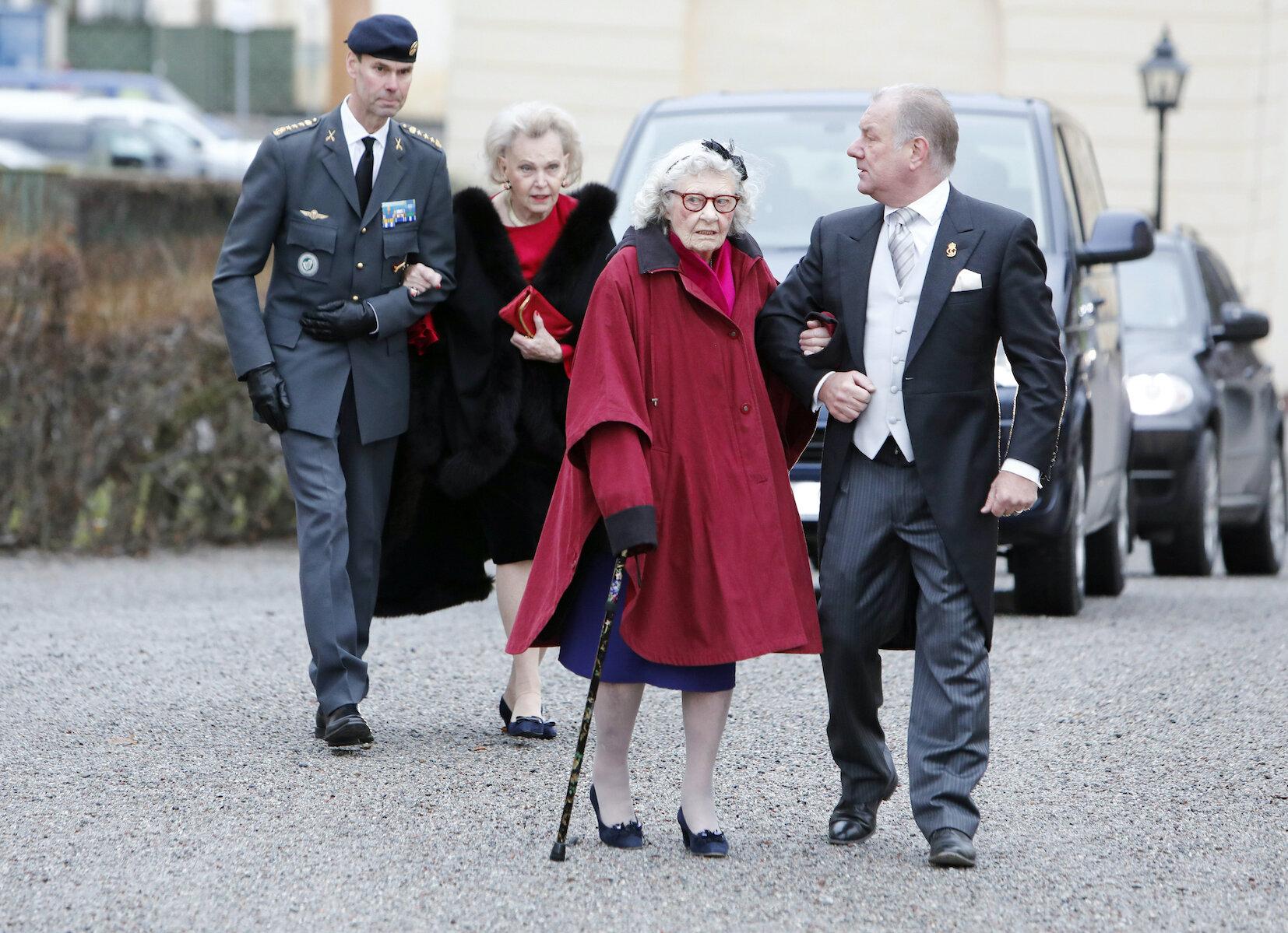 Dagmar von Arbin (vorne) war bis zu ihrem Tod fit und aktiv. Sie nahm auch noch an den Taufen von Prinz Alexander, Prinz Gabriel und Prinz Oscar teil.  © picture alliance/IBL Schweden