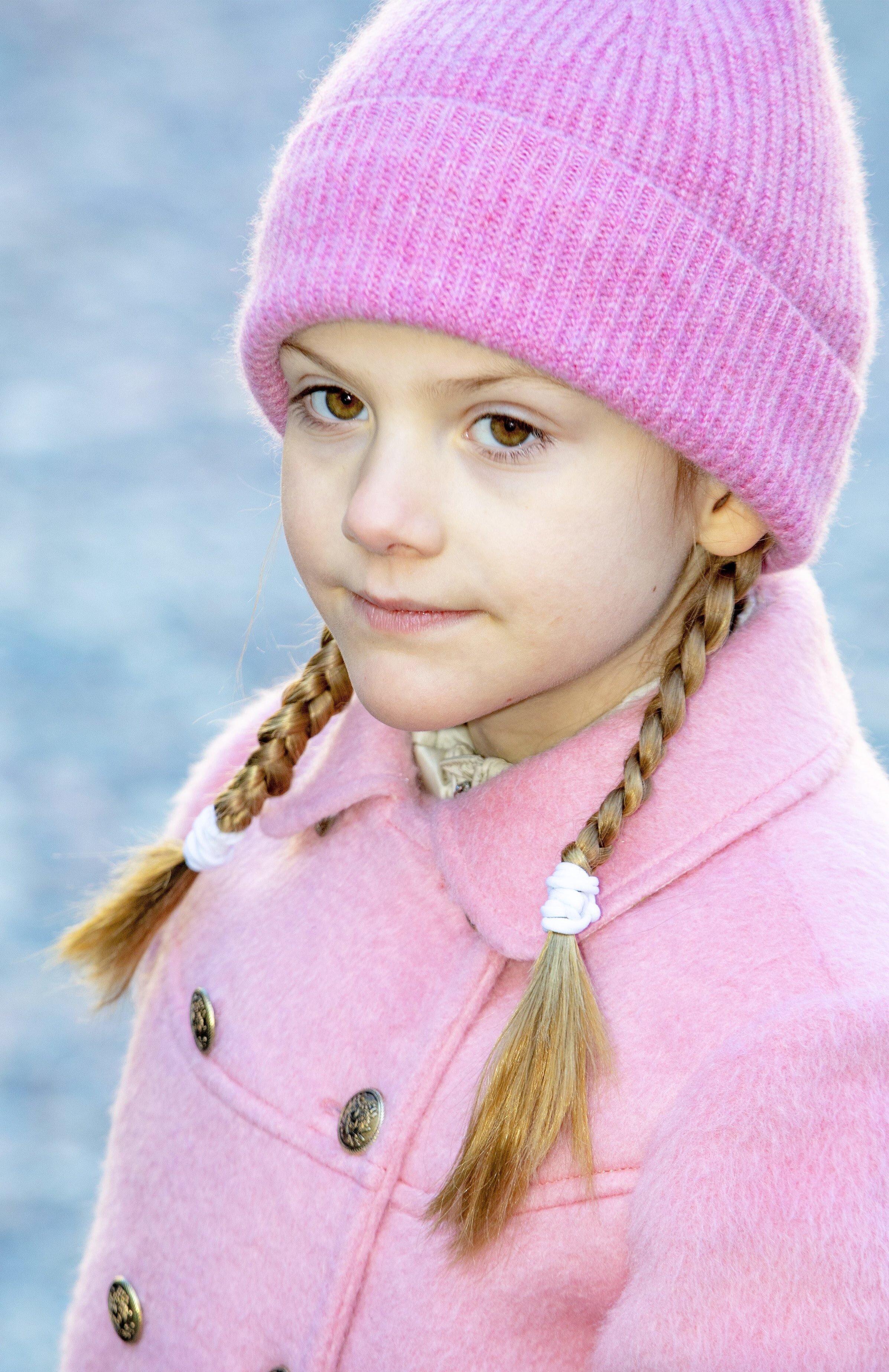 Prinzessin Estelle steht seit ihrem zweiten Lebensjahr auf Skiern. Dennoch kam es nun in den Alpen zu einem verheerenden Unfall.  © picture alliance/RoyalPress Europe