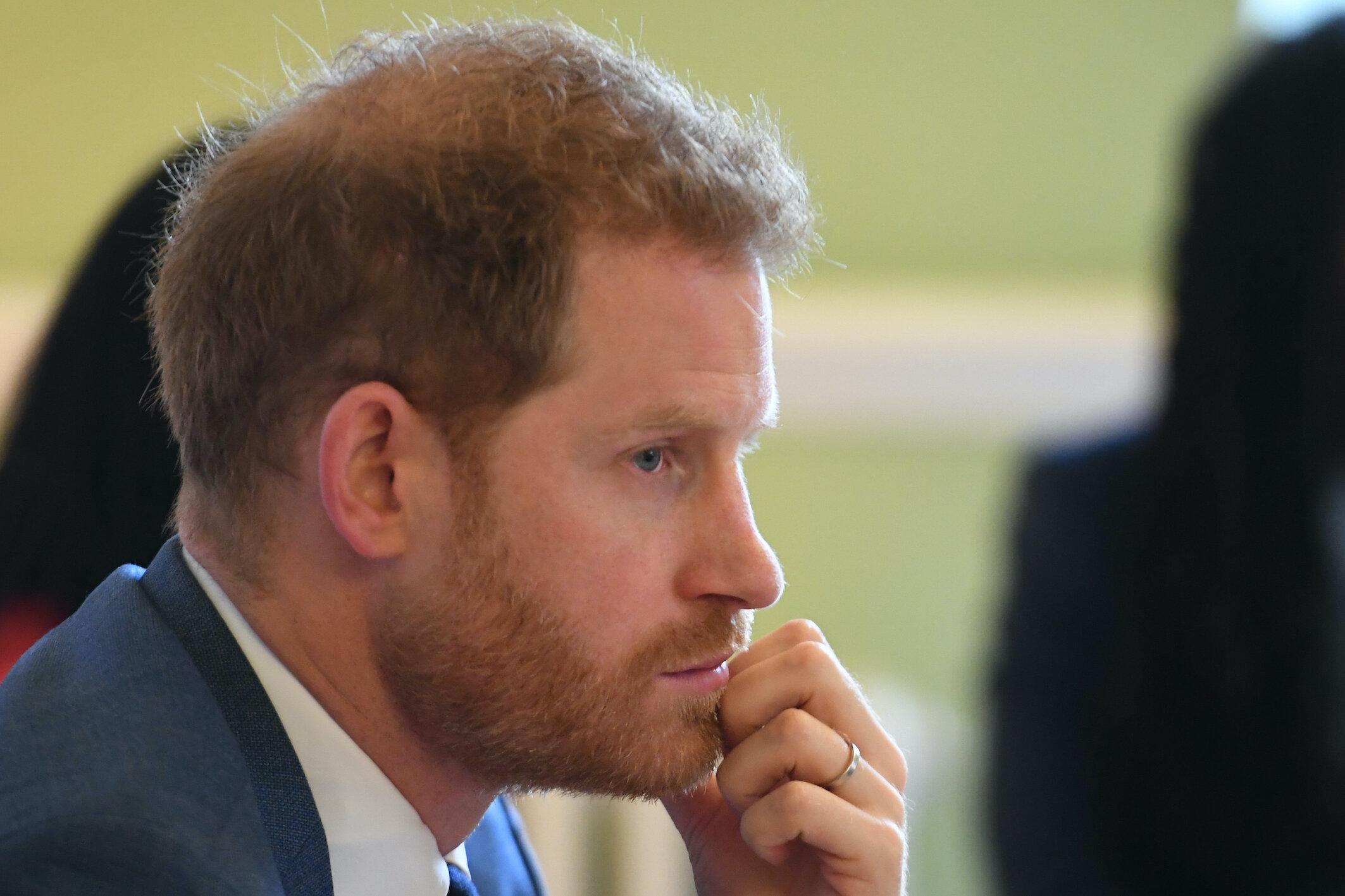 Prinz Harry steht nach seiner Entscheidung im Kreuzfeuer der Kritik. Der Vorwurf: Er lässt die Königsfamilie im Stich.  © picture alliance / empics