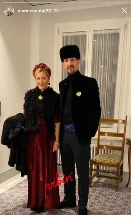 Marie-Chantal und Pavlos von Griechenland zeigen sich im russischen Look.  © instagram.com/mariechantal22
