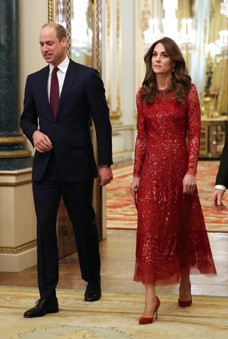 Diese Momentaufnahme täuscht: Prinz William und Herzogin Kate hatten beim Empfang im Buckingham Palace beste Laune.  © picture alliance / empics