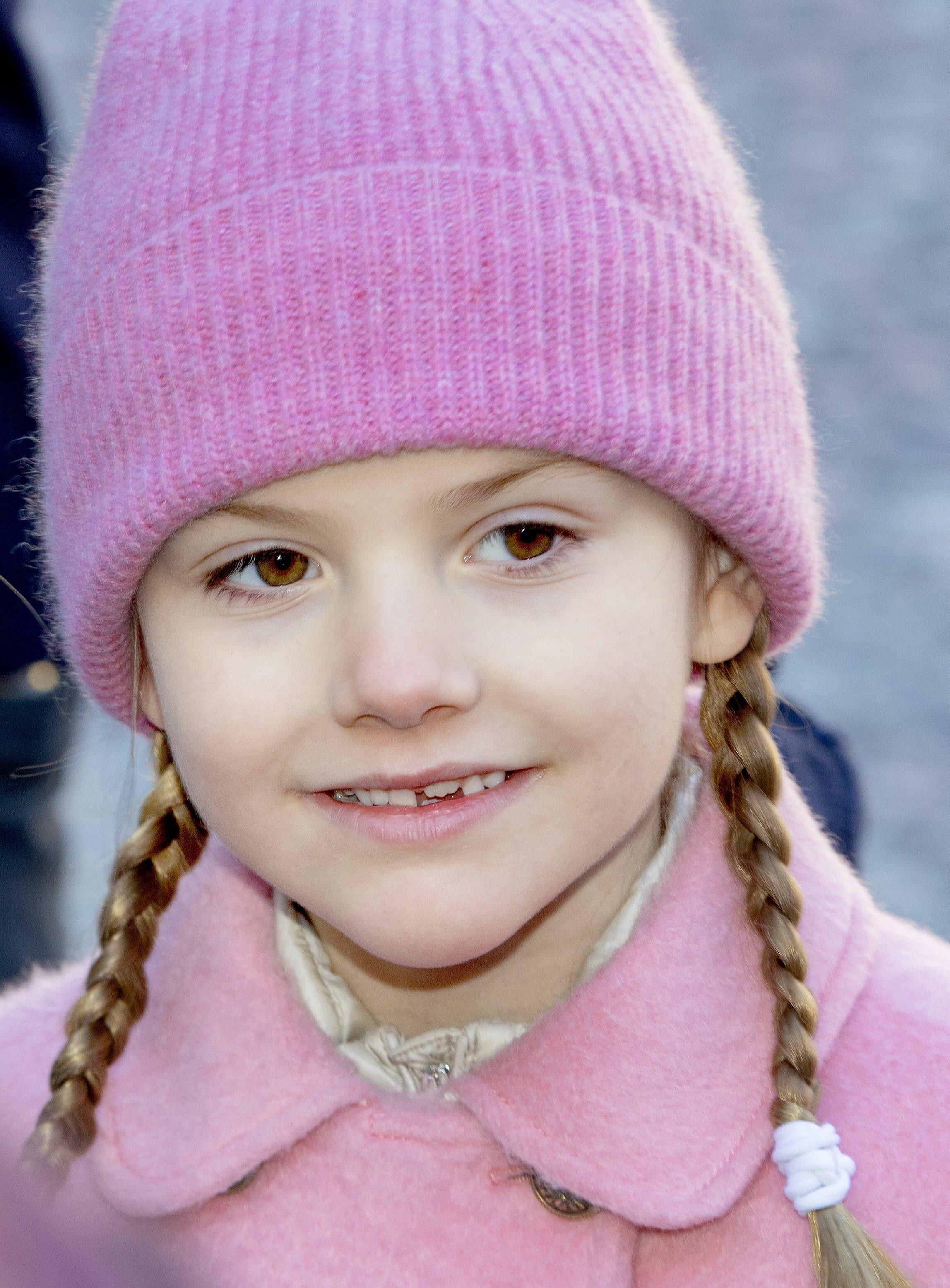 """Prinzessin Estelle stürzte beim Skifahren und trägt seitdem einen Gips. Trotzdem nimmt sie an der """"Upp och hoppa 2020""""-Kampagne teil.  © picture alliance/RoyalPress Europe"""