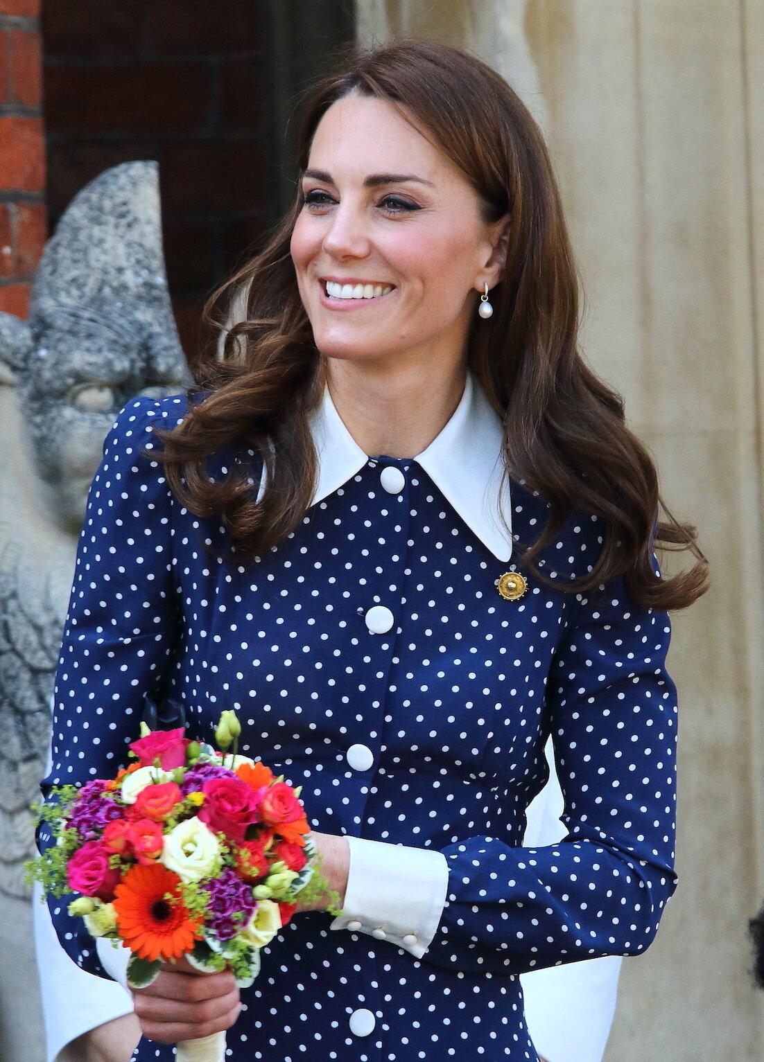 Herzogin Kate wird für ihren Stil weltweit bewundert. Auch die sechsjährige Stefani aus der Türkei mag die Looks der schönen Brünette und kopierte ihr Outfit.  © picture alliance / Photoshot