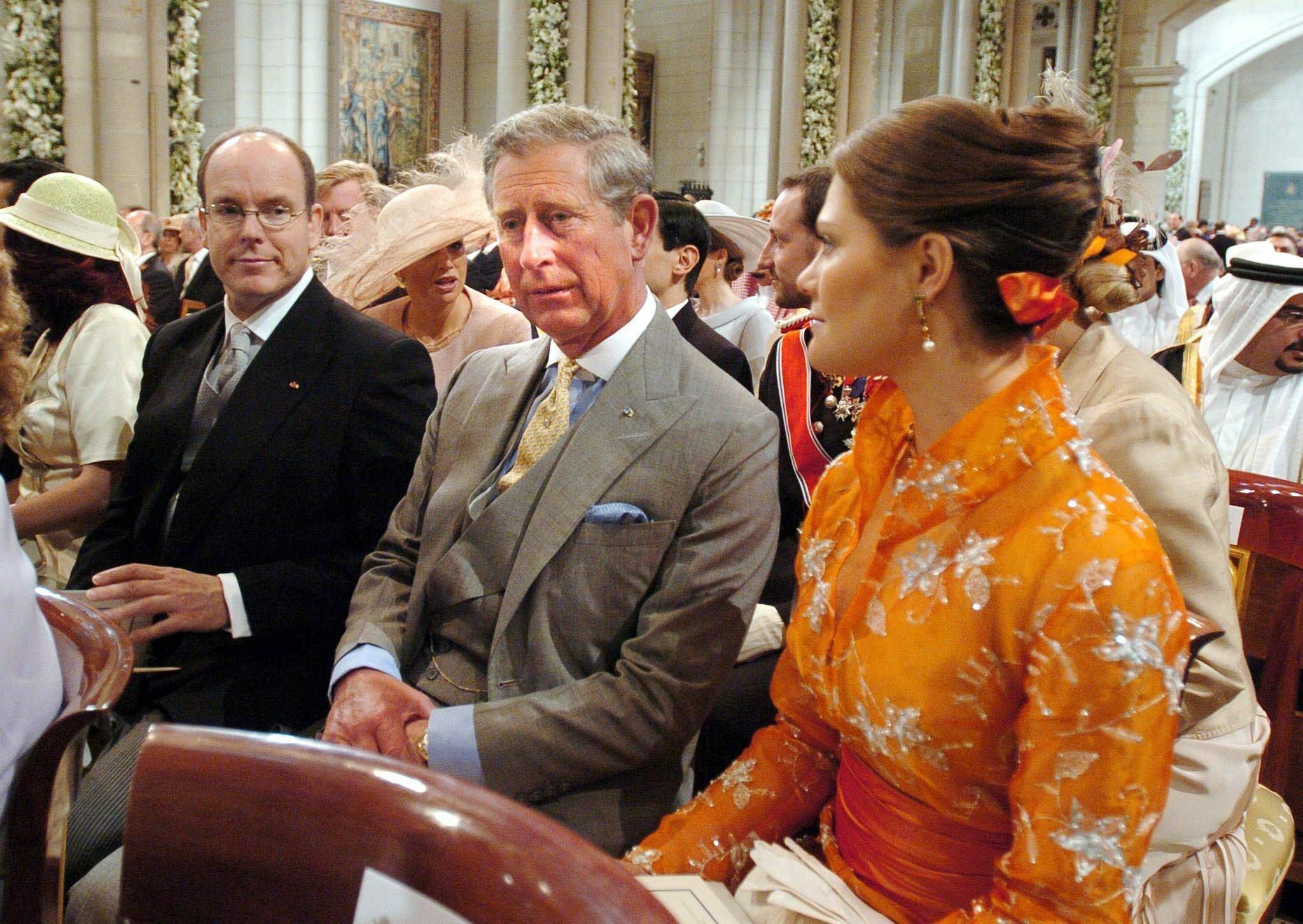 Fürst Albert, Prinz Charles und Kronprinzessin Victoria besuchen die Hochzeit von König Felipe und Königin Letizia im Jahr 2004. Damals waren alle drei unverheiratet um kamen daher ohne Partner.  © epa-Bildfunk