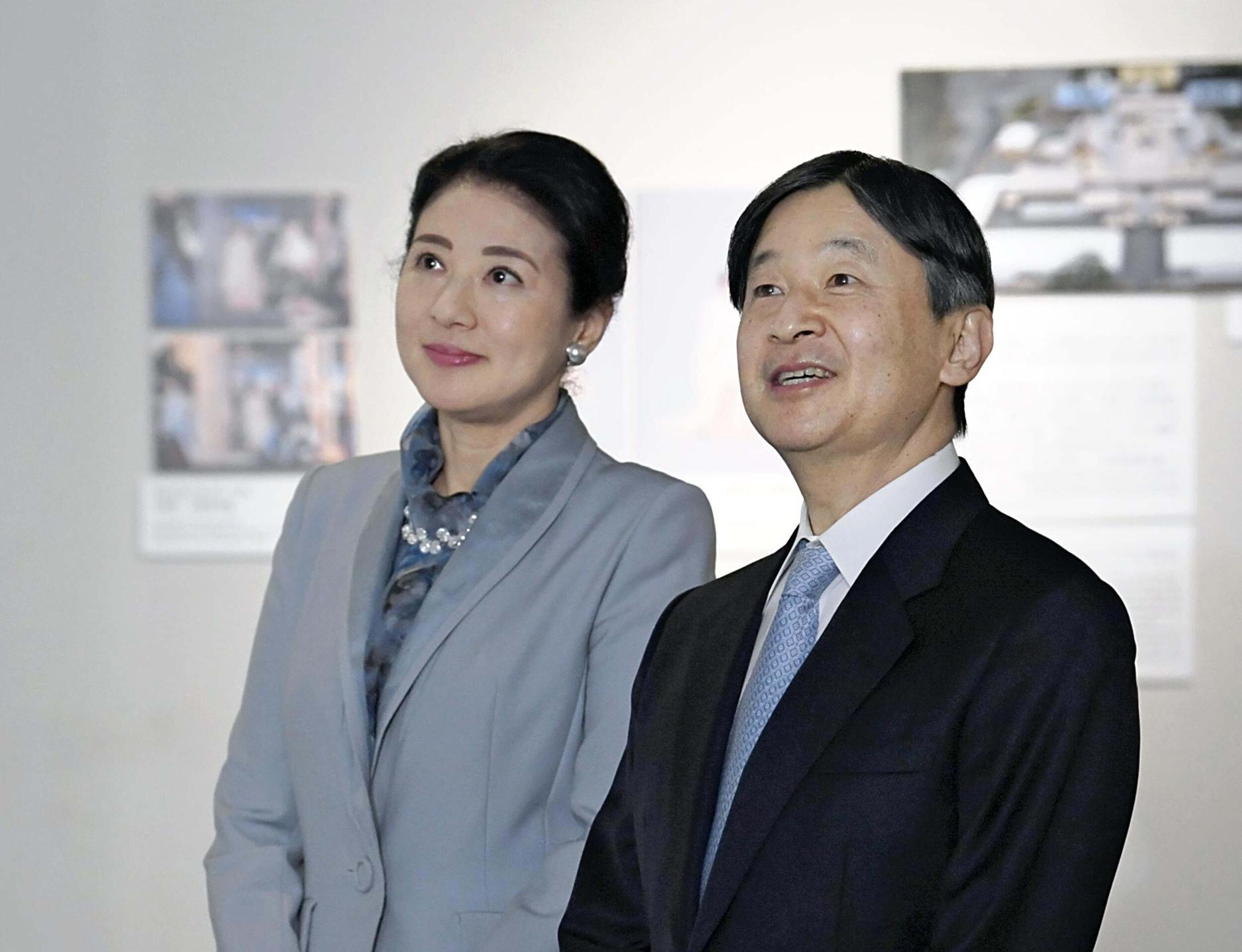 Kaiser Naruhito sorgt dafür, dass sich seine Frau Kaiserin Masako nicht übernimmt. Die Japanerin leidet an Depressionen.  © picture alliance/AP Images