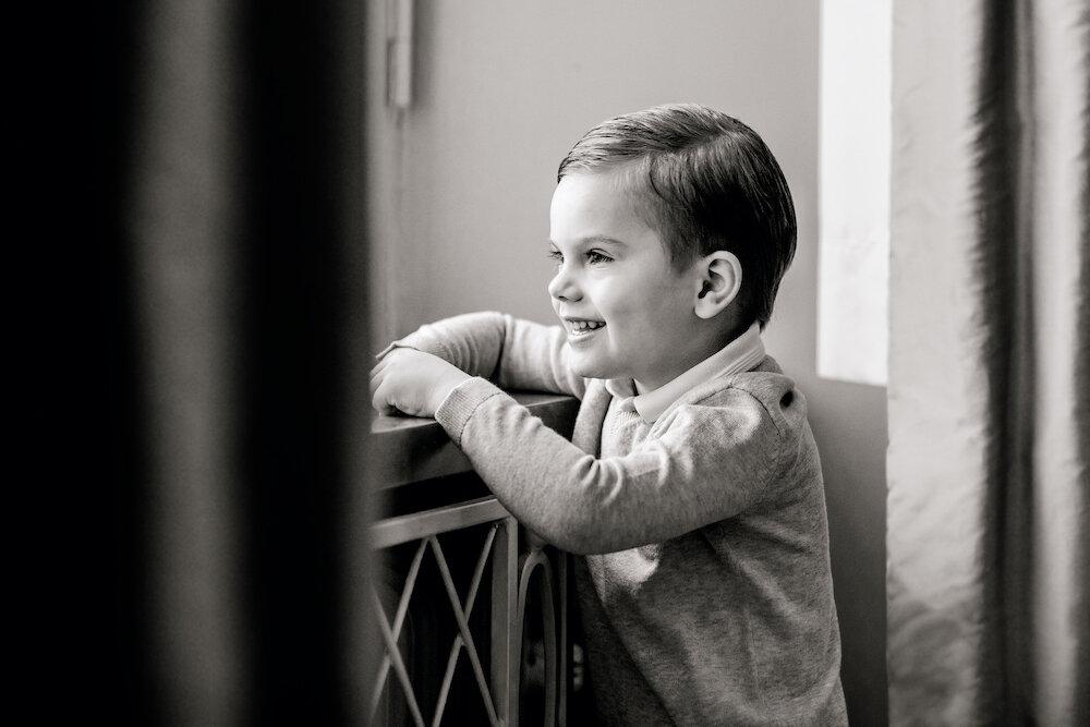 Prinz Oscar zeigt zum vierten Geburtstag sein schönstes Lächeln.  © Linda Broström Kungl. Hovstaatna