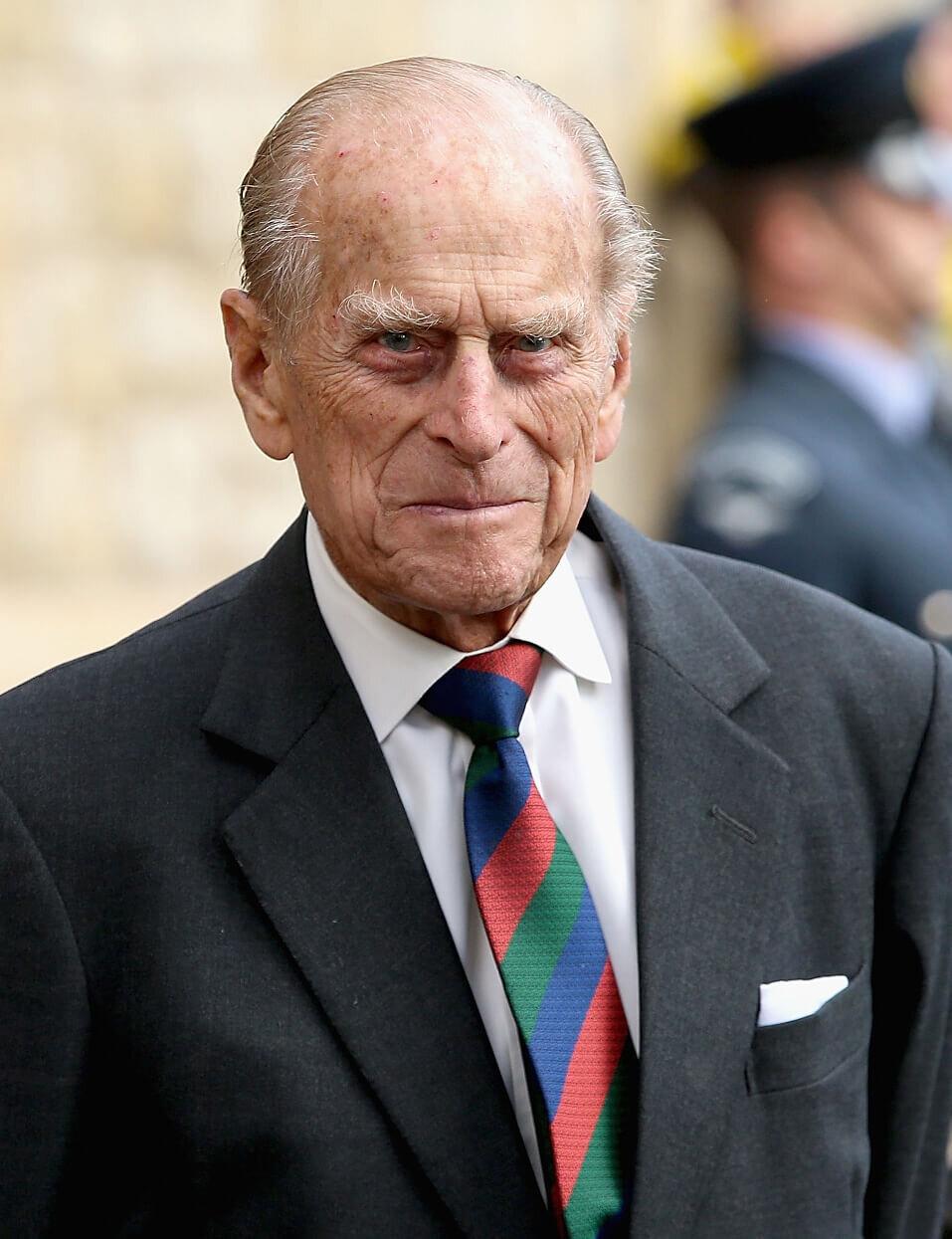 Prinz Philip war vor seiner Hochzeit mit Queen Elizabeth nahezu mittellos, was ihn nicht gerade zum idealen Heiratskandidaten machte. © picture alliance / empics