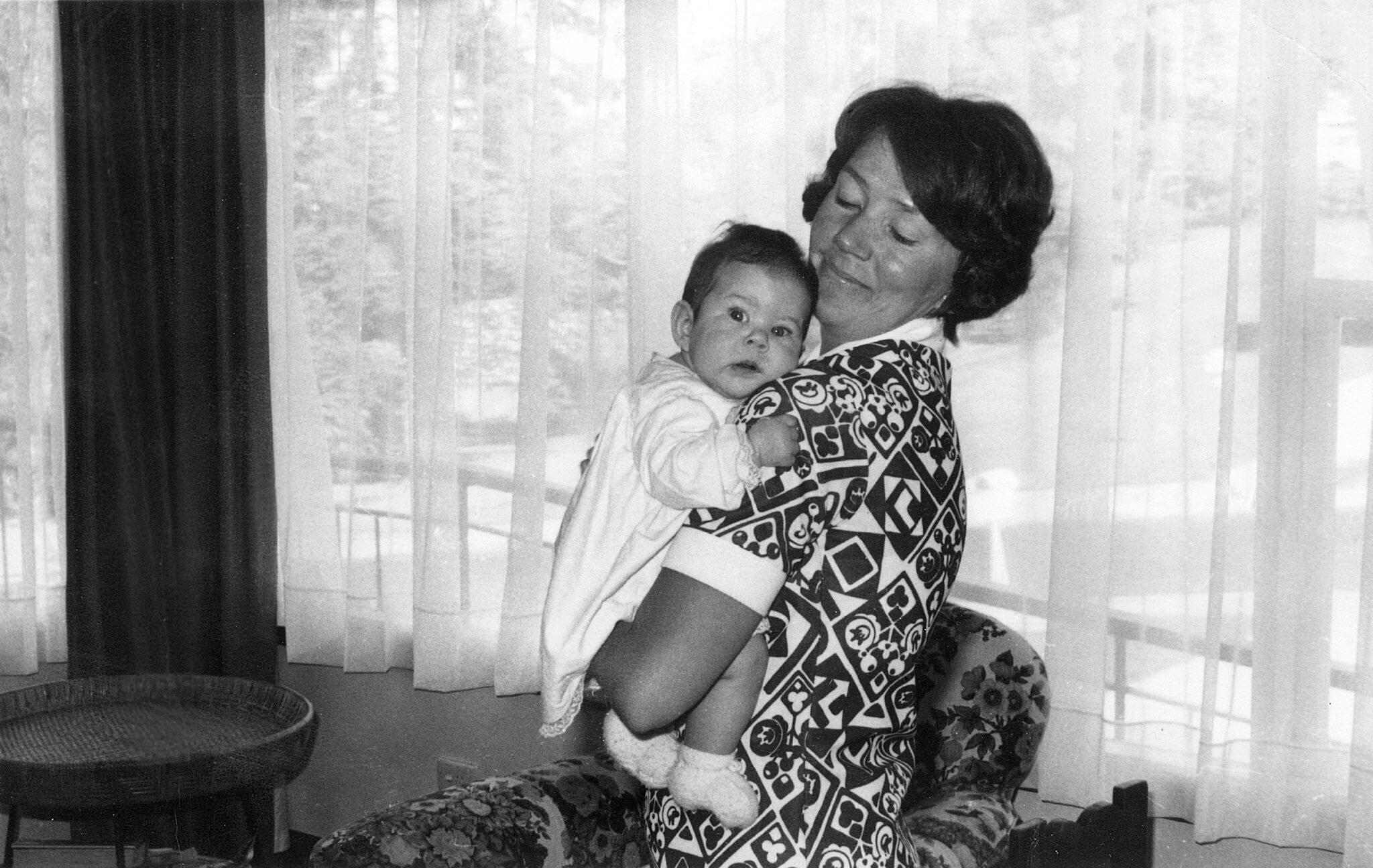 Kronprinzessin Mary als Baby mit ihrer Mutter Henrietta. © epa-Bildfunk