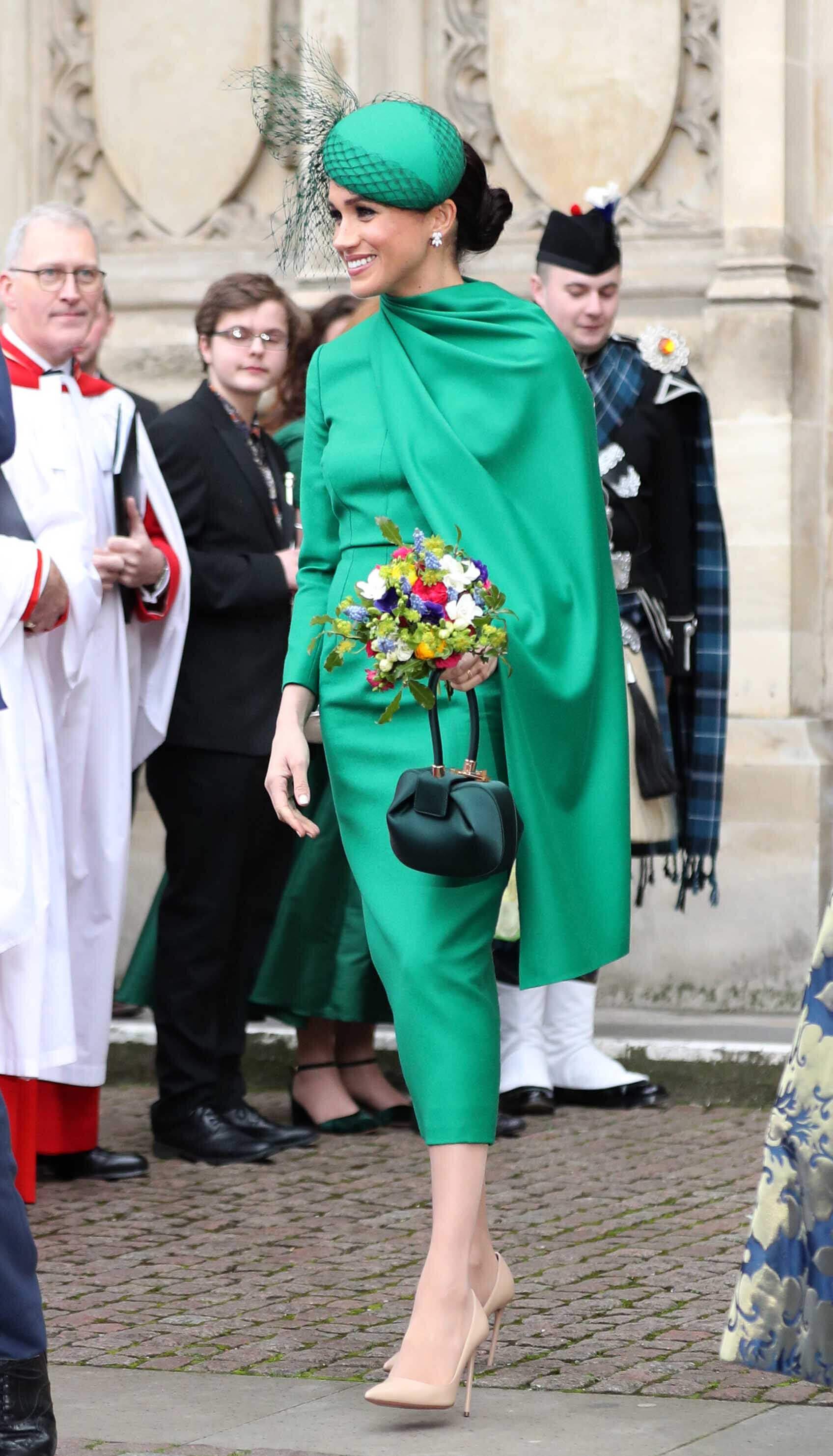 Herzogin Meghan begeistert in einem eleganten und zeitlosen Kleid von  Emilia Wickstead .  © picture alliance / empics