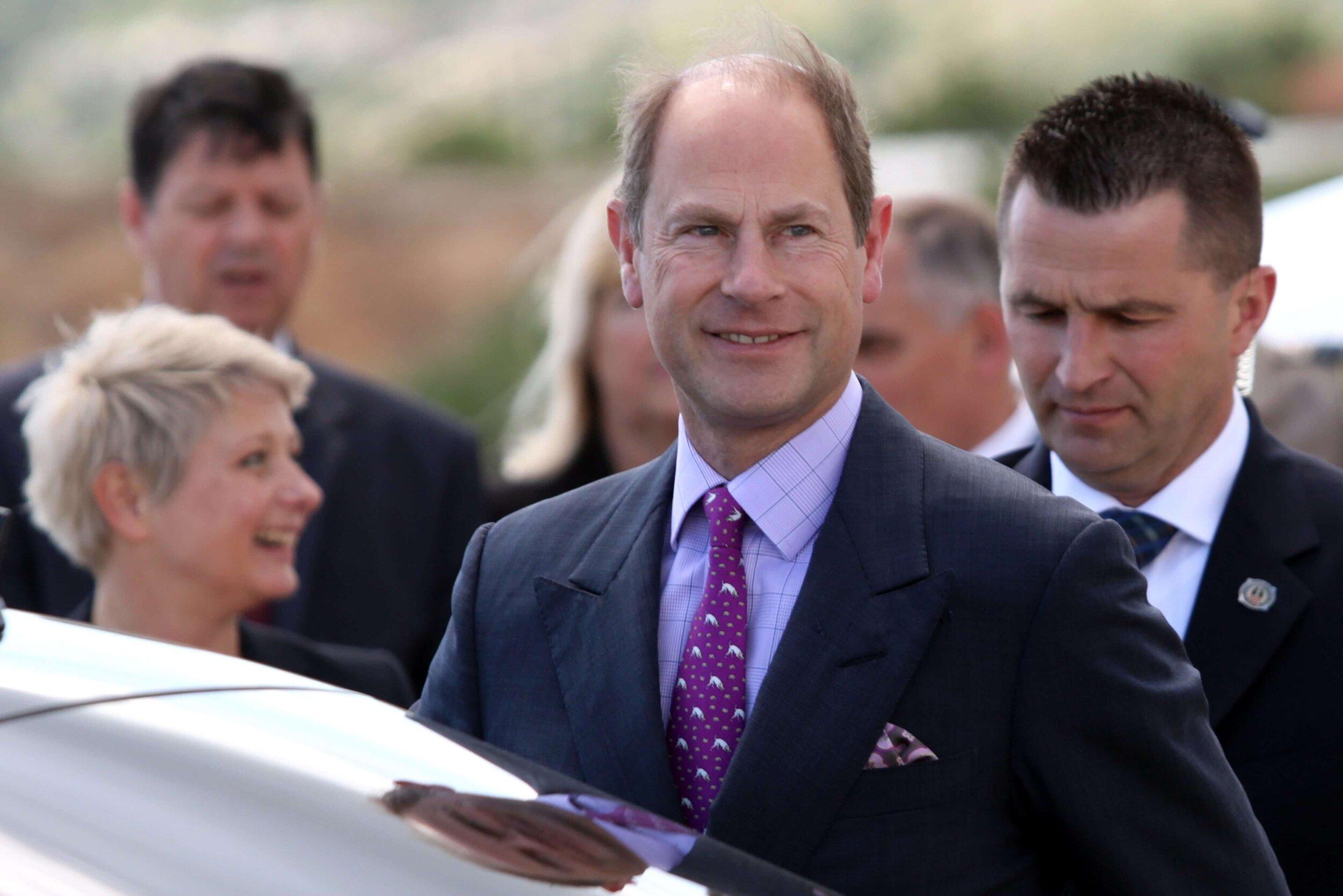 Im britischen Königshaus ist man schon längst auf den Hund gekommen. Vor allem Queen Elizabeth liebt die Fellnasen über alles. Edward mag sie offenbar auch. © picture alliance/PIXSEL