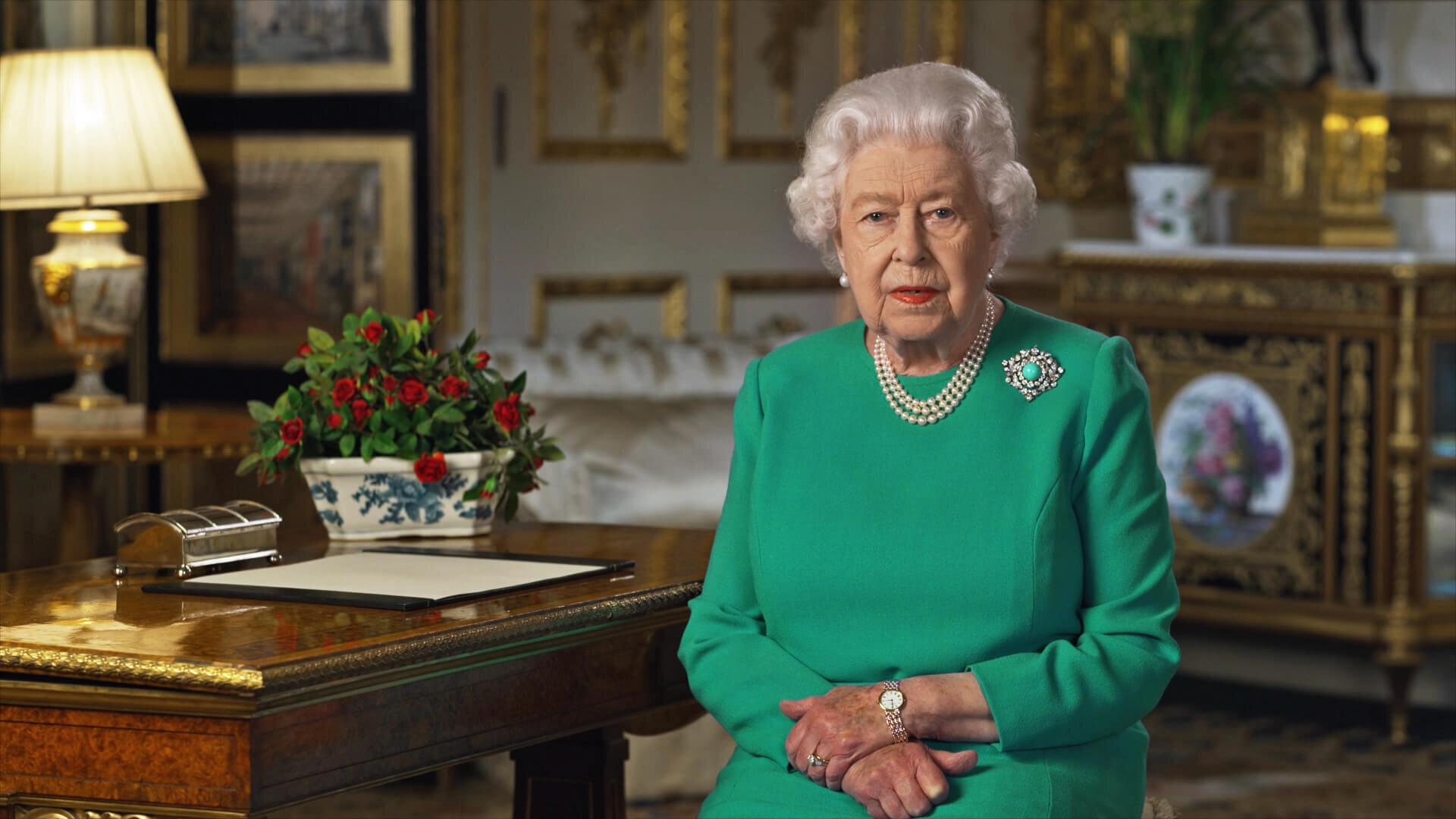 Queen Elizabeth hat sich in einer TV-Ansprache an die Nation gerichtet, um den Helden der Coronakrise zu danken und verbreitete außerdem Hoffnung. Die versteckten Details ihrer Rede fallen erst auf den zweiten Blick auf. © picture alliance / Photoshot