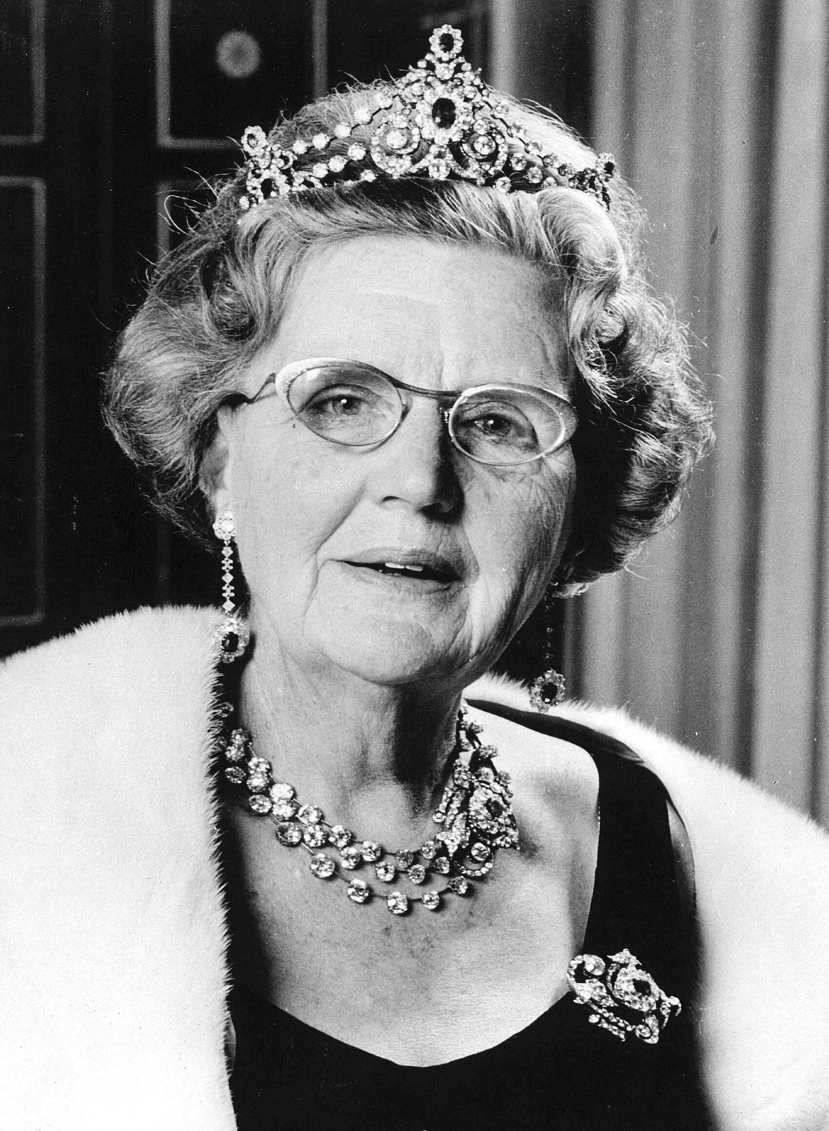Aus Angst um ihr Kind klammerte sich Königin Juliana an jeden Strohhalm. Fast hätte sie ihr blindes Vertrauen den Thron gekostet.  © dpa / Benelux-Press