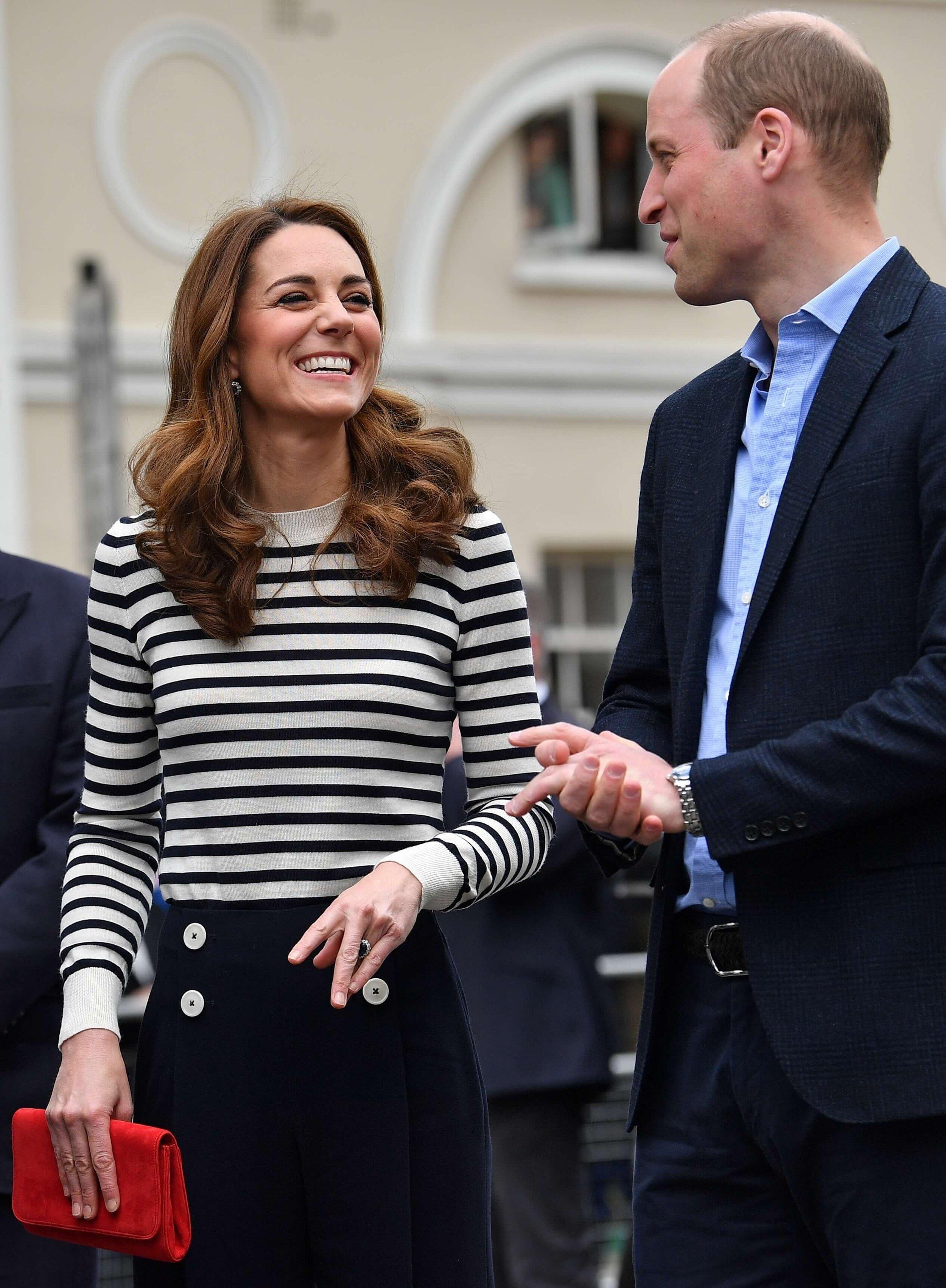Herzogin Kate und Prinz William unterrichten ihre Kinder George und Charlotte nun zu Hause.  © picture alliance / AP Photo