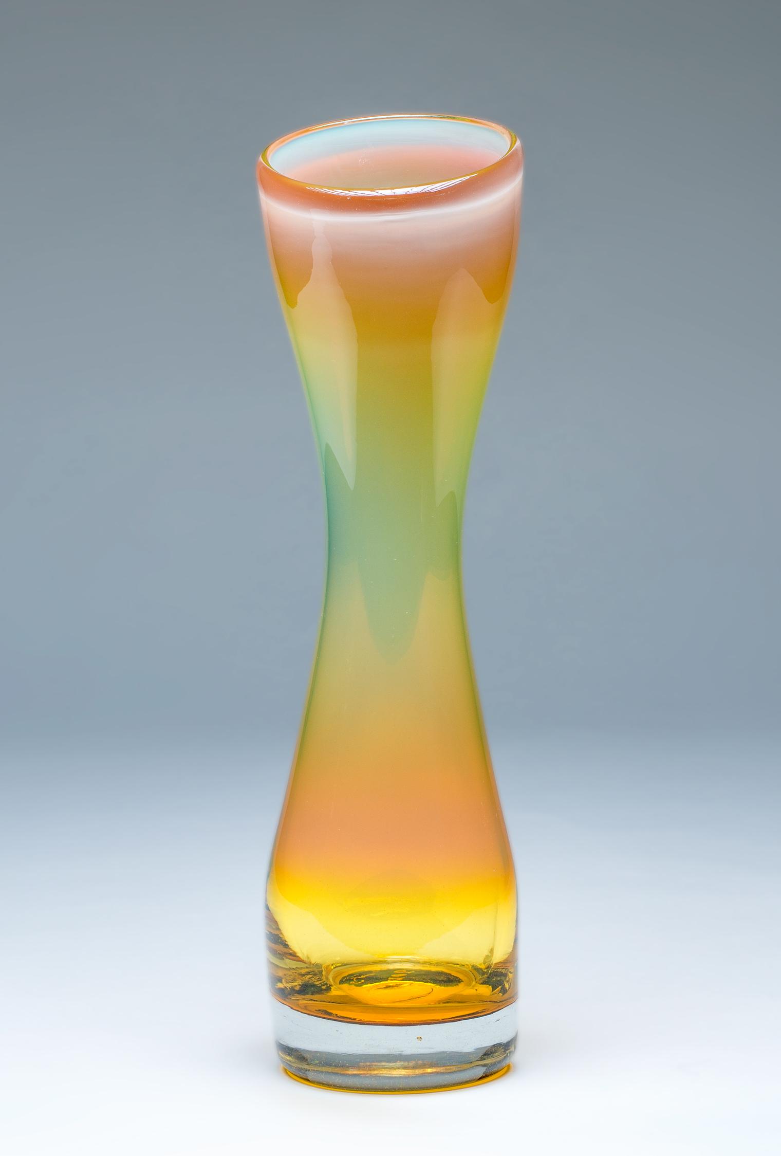 Small Simplicity Vase Iris Gold