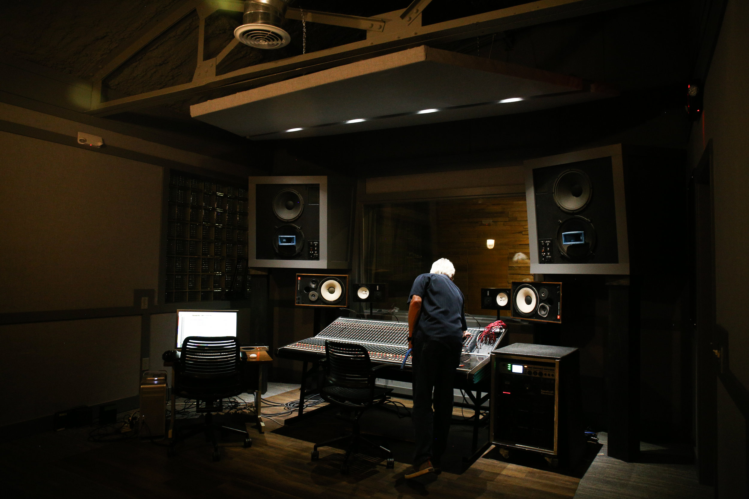 Studio-0510.jpg