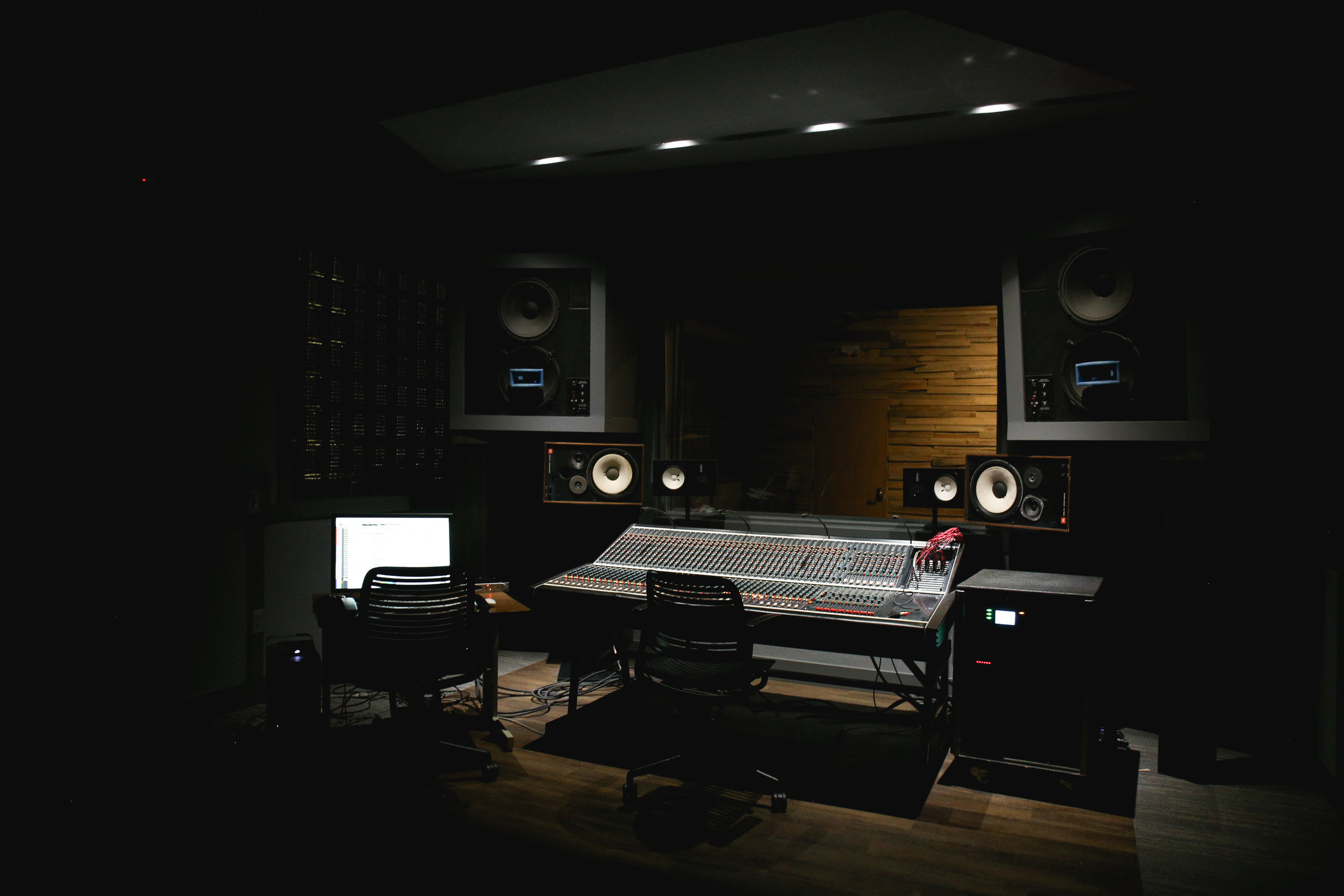 Studio-0512.jpg