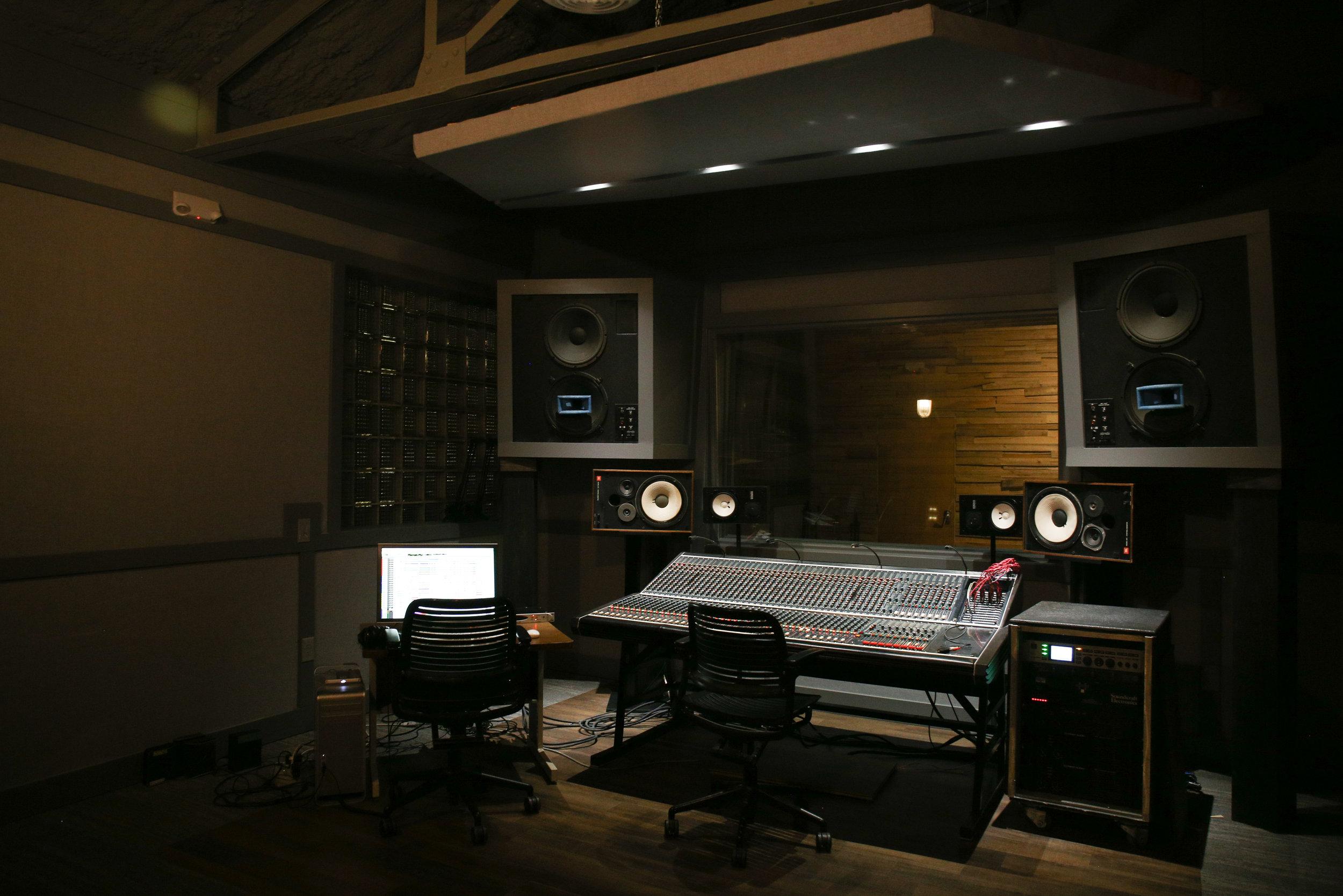 Studio-0511.jpg