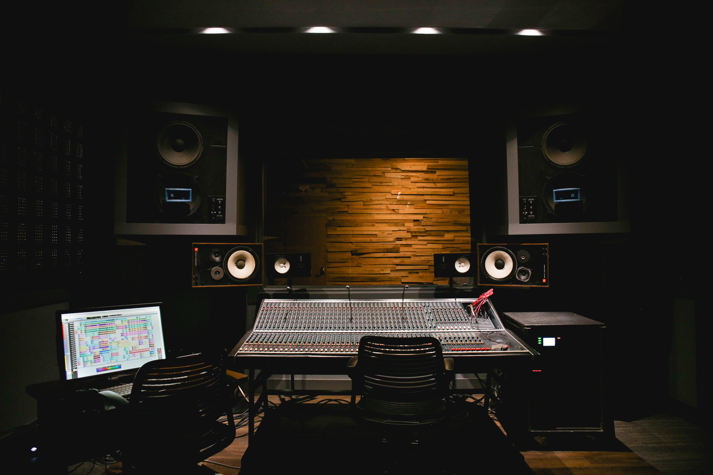 Studio-0513.jpg