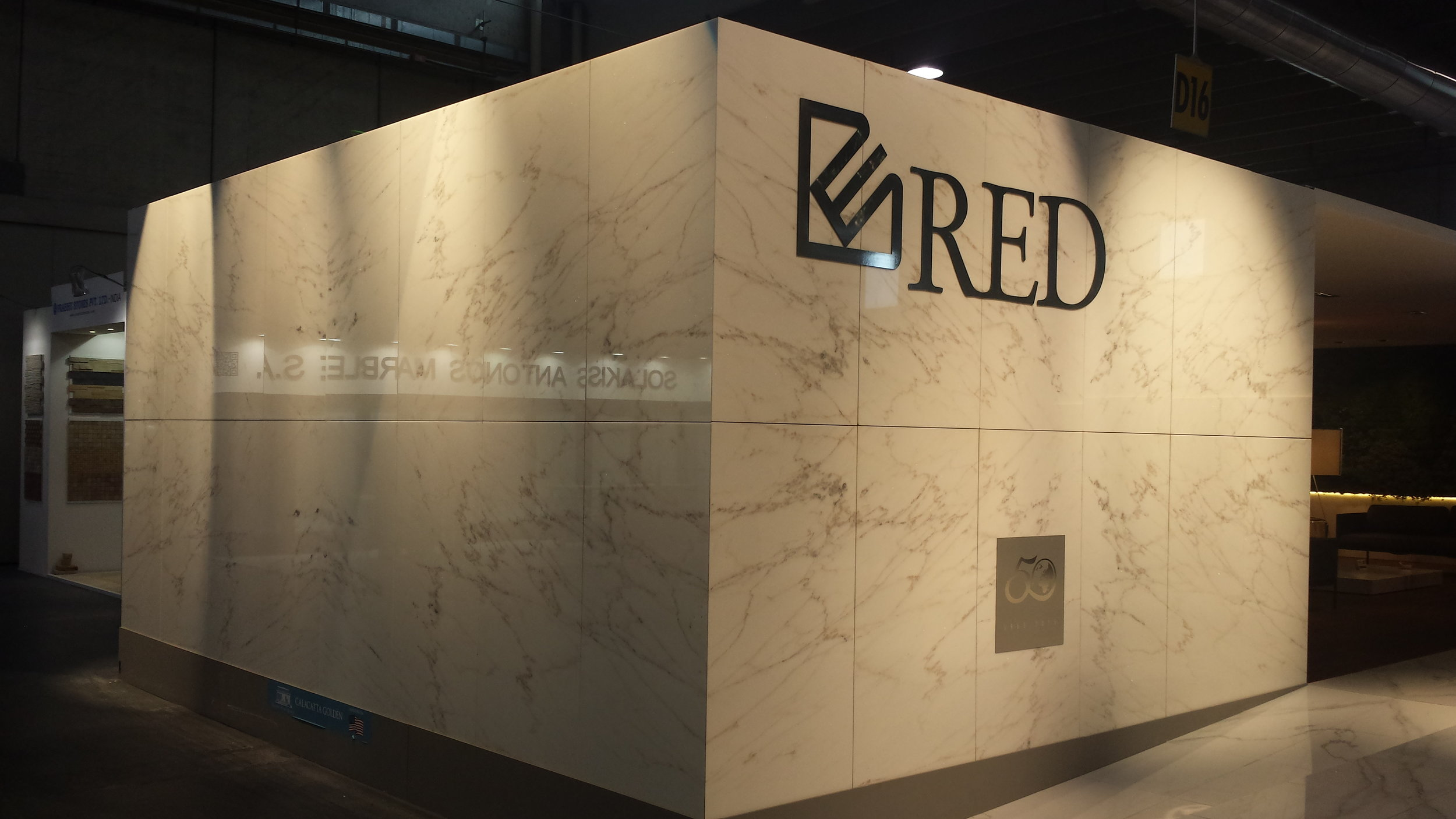 RED GRANIT EXHIBITION BOTH MARMOMACC 2015  CALACATTA GOLDEN