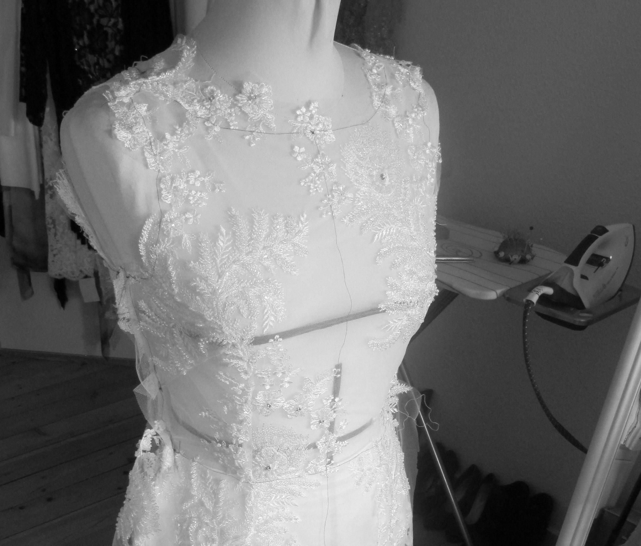 Blondekjole stosning brudekjole.JPG